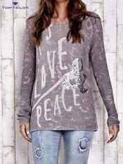 TOM TAILOR Szary sweter z literowym nadrukiem i cekinami