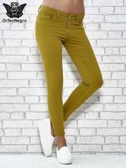 Zielone spodnie typu skinny z elastycznego materiału