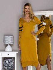 Żółta długa sukienka z trójkątnym dekoltem