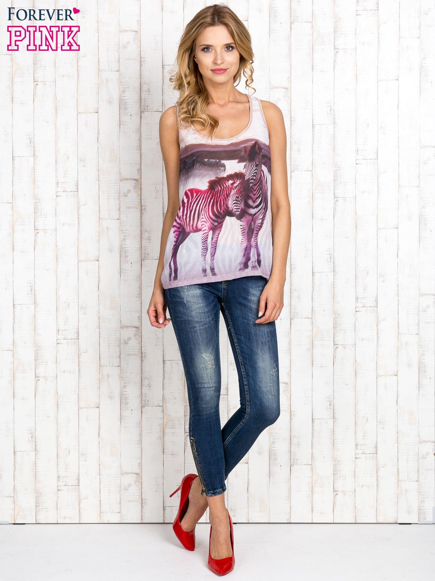 Beżowa bluzka koszulowa z nadrukiem w zebry                                  zdj.                                  4