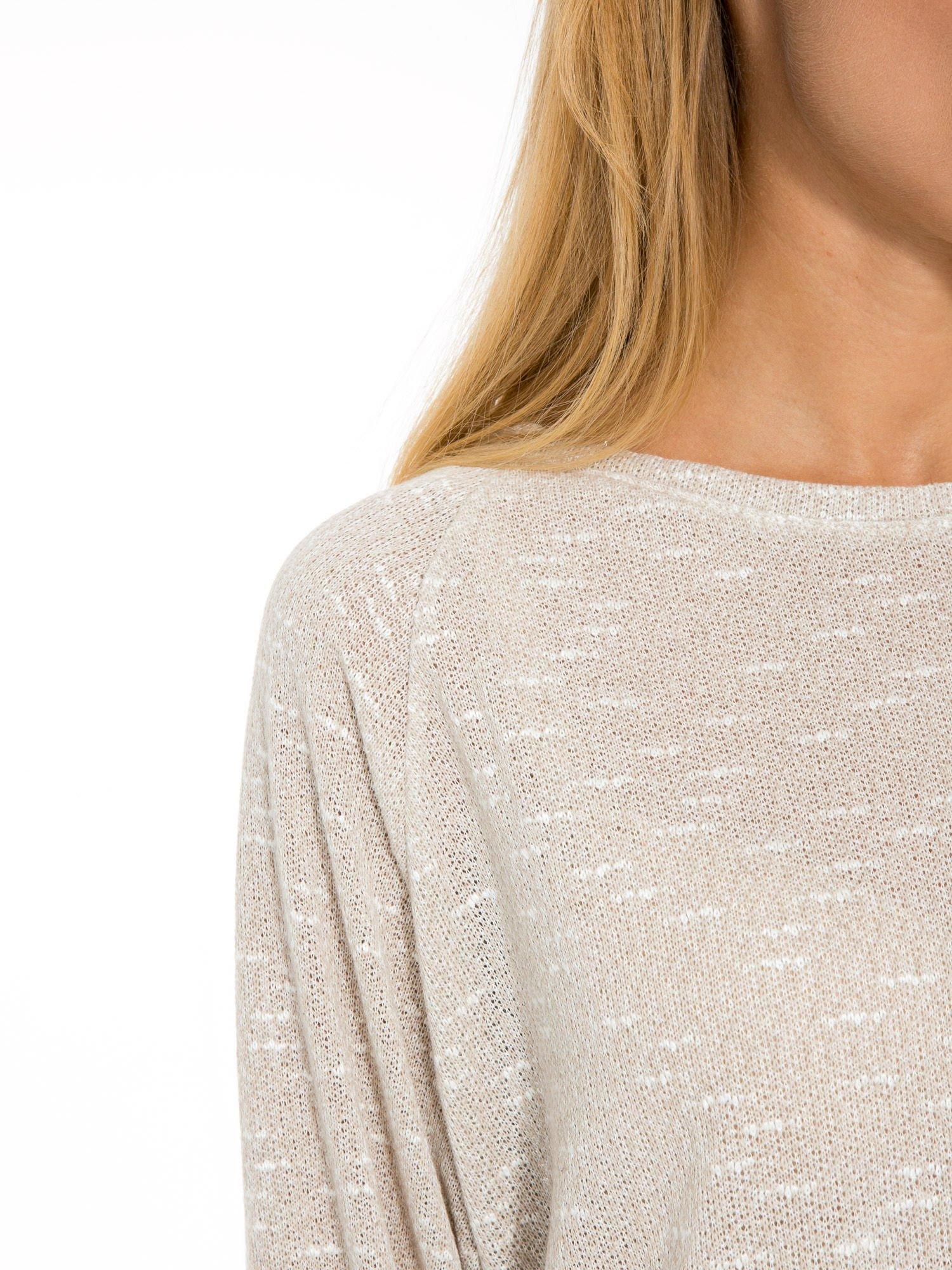 Beżowa bluzka oversize z nietoperzowymi rękawami                                  zdj.                                  6