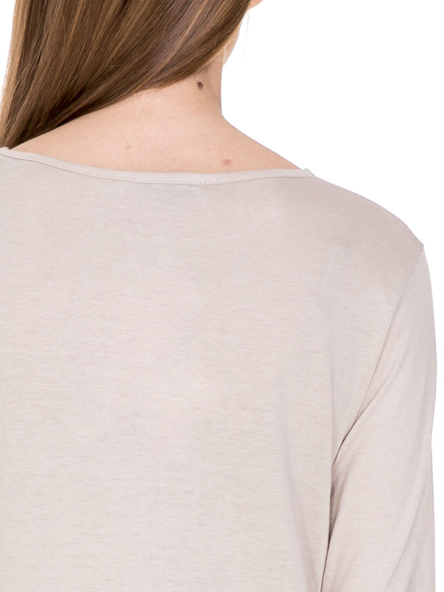 Beżowa bluzka z dłuższym tyłem                                  zdj.                                  5