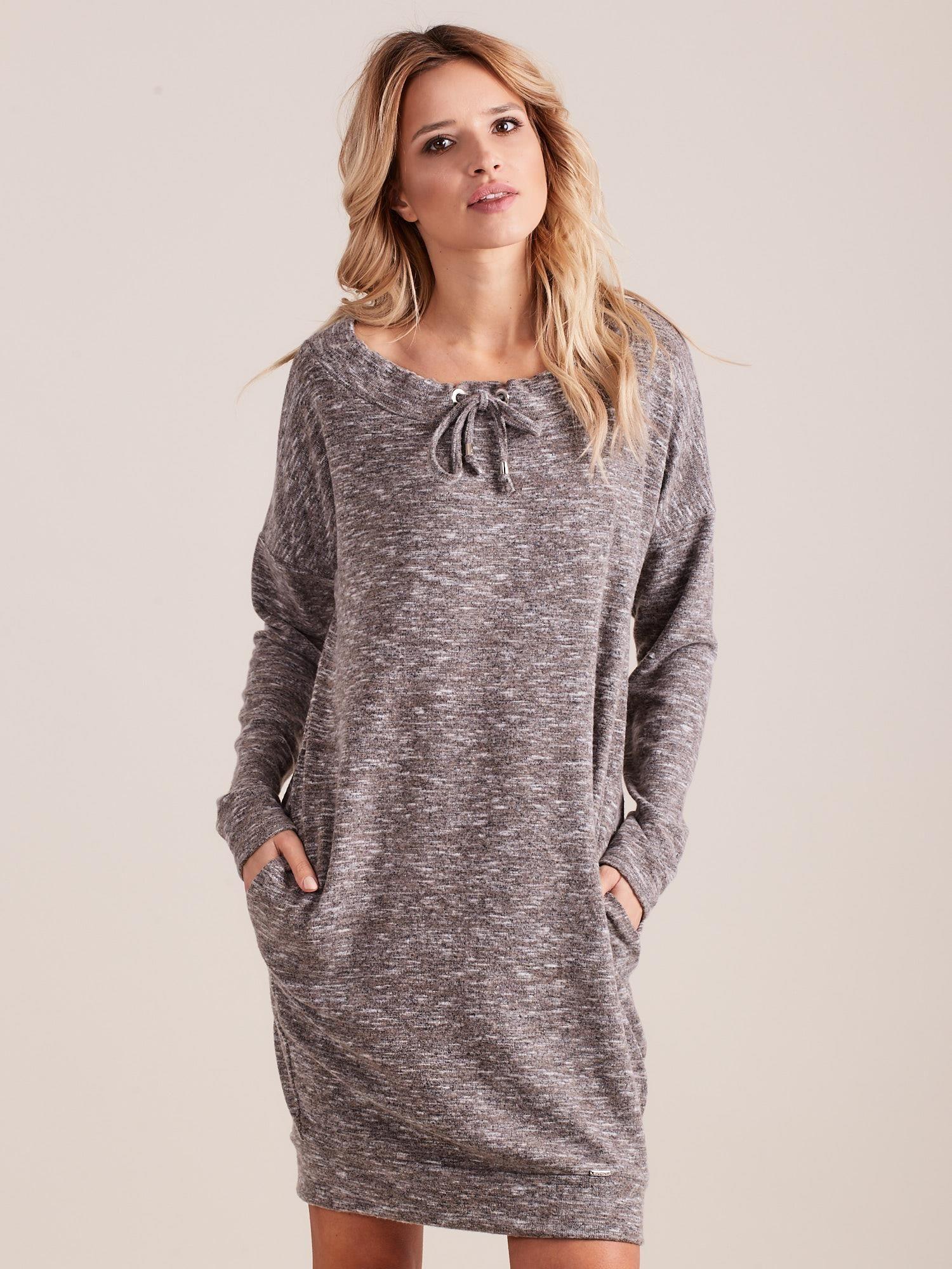 08b83216ec Beżowa dzianinowa sukienka melanżowa oversize - Sukienka dzianinowa ...