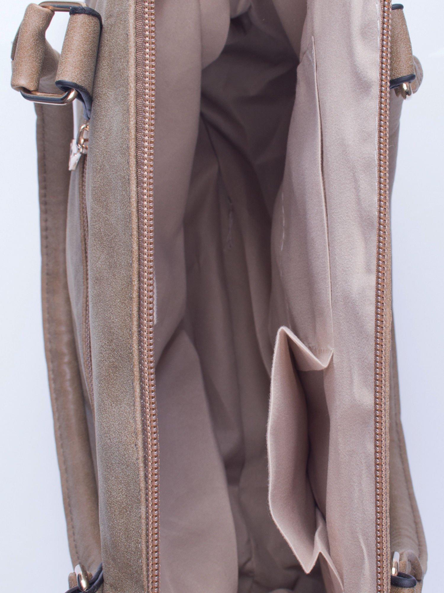 Beżowa torba shopper bag ze złotymi ćwiekami                                  zdj.                                  4