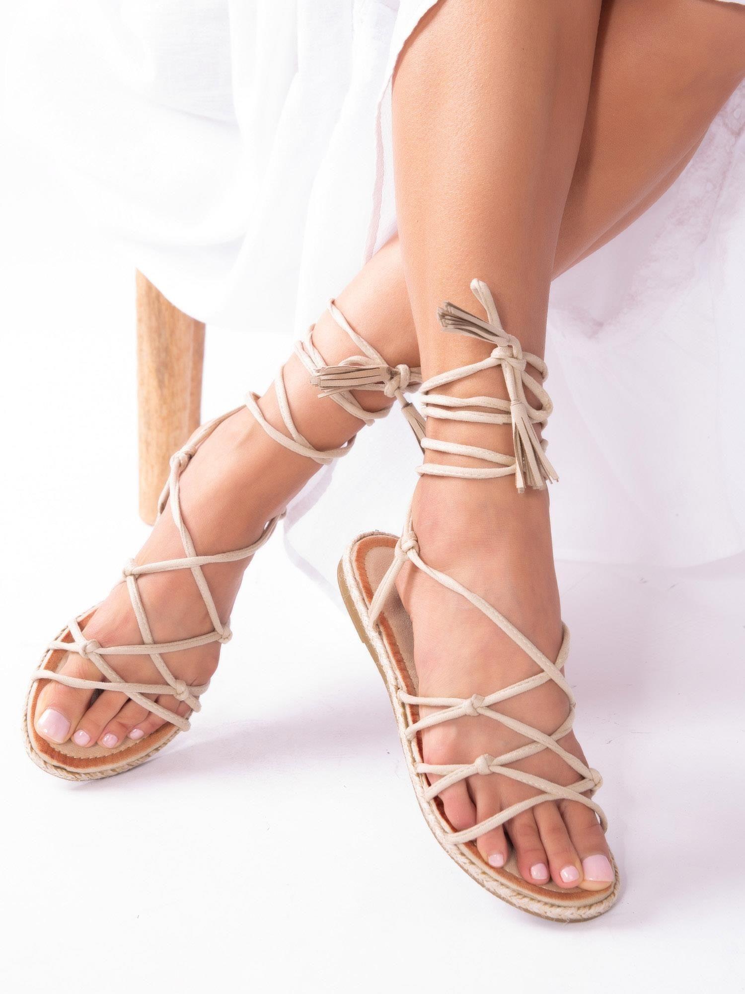 7dfcc72cb95a83 Beżowe sandały wiązane wokół kostki - Buty Sandały wysokie - sklep ...