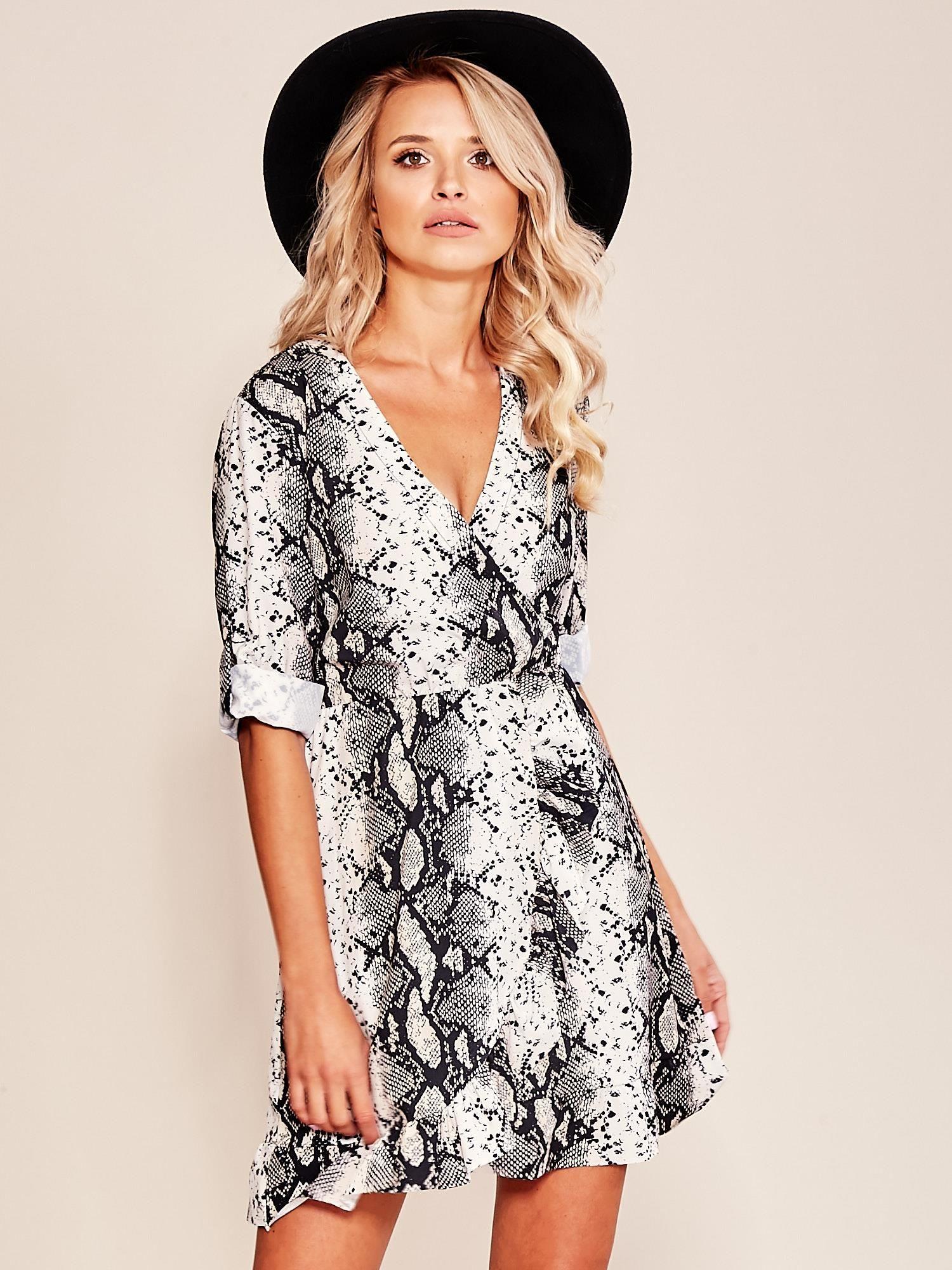 285bd3ba6591 Beżowo-czarna wzorzysta sukienka z falbaną - Sukienka na co dzień - sklep  eButik.pl