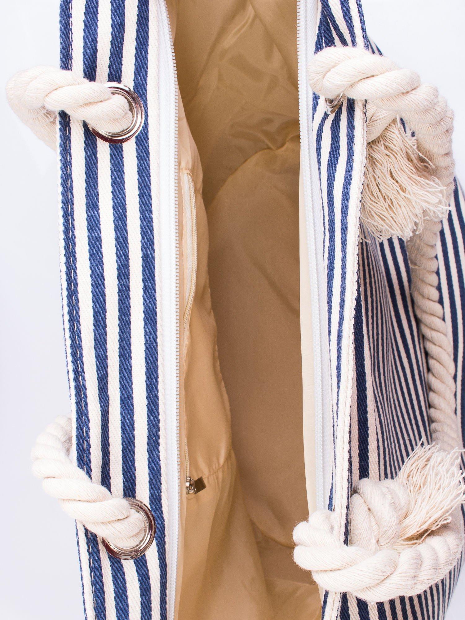a3c98f2ff6601 Beżowo-granatowa plażowa torba w paski na sznurku - Akcesoria torba ...