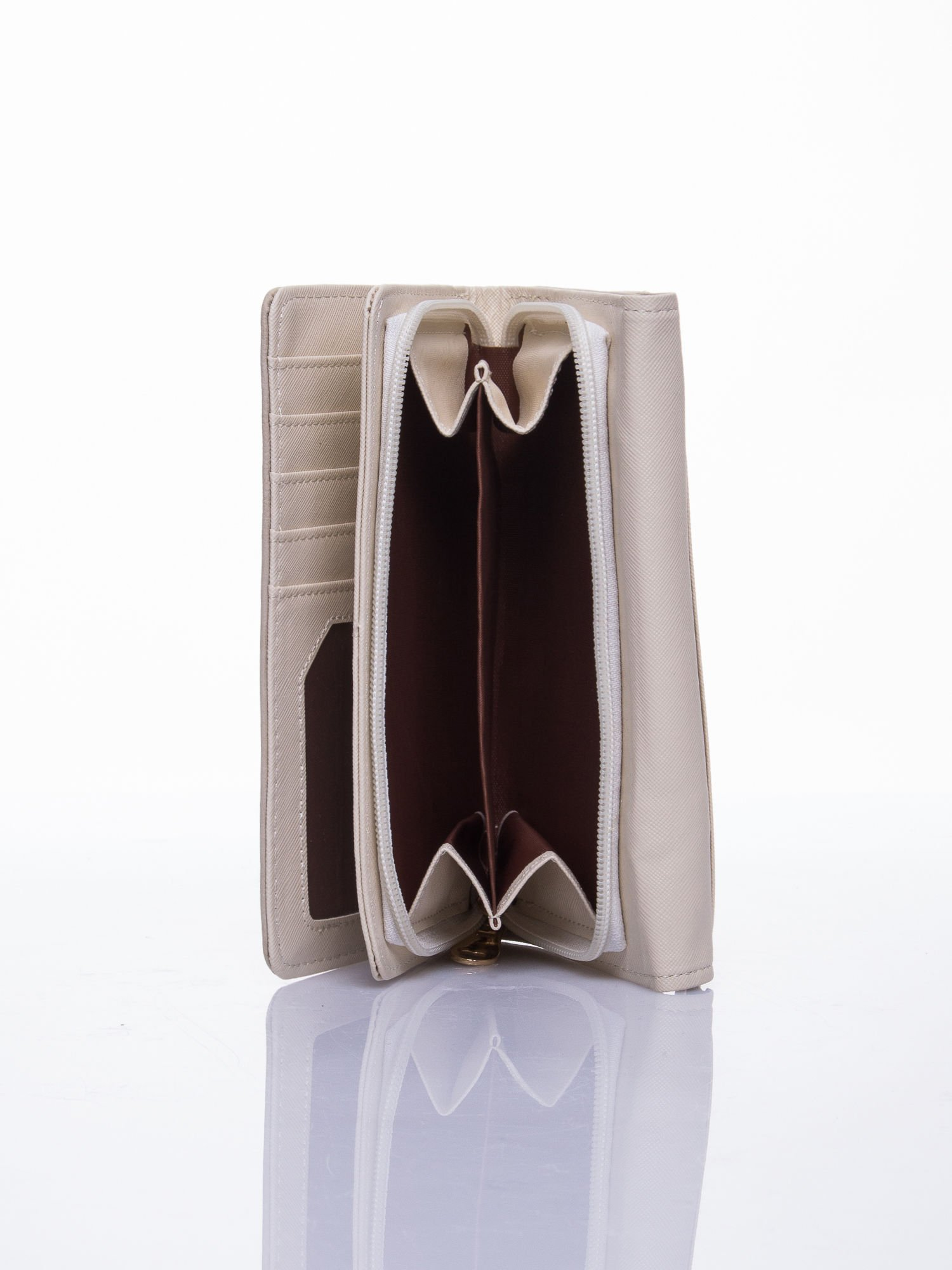 Beżowy ażurowany portfel ze złotym suwakiem                                  zdj.                                  4