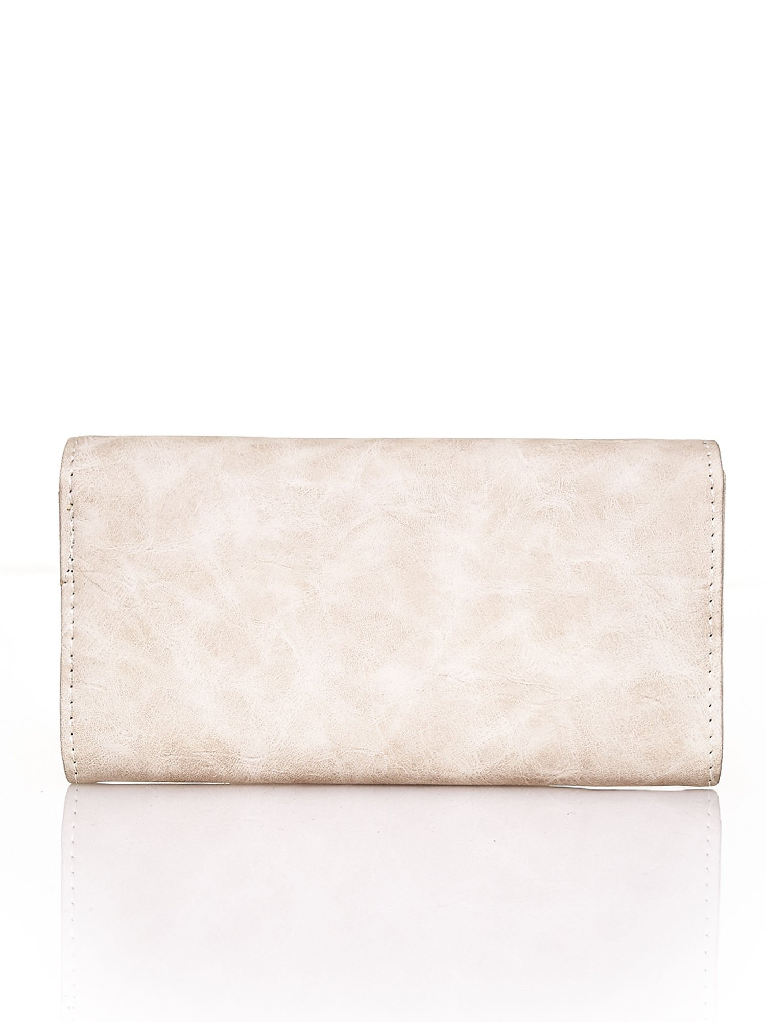 Beżowy fakturowany portfel ze stylizowanym zapięciem                                   zdj.                                  2