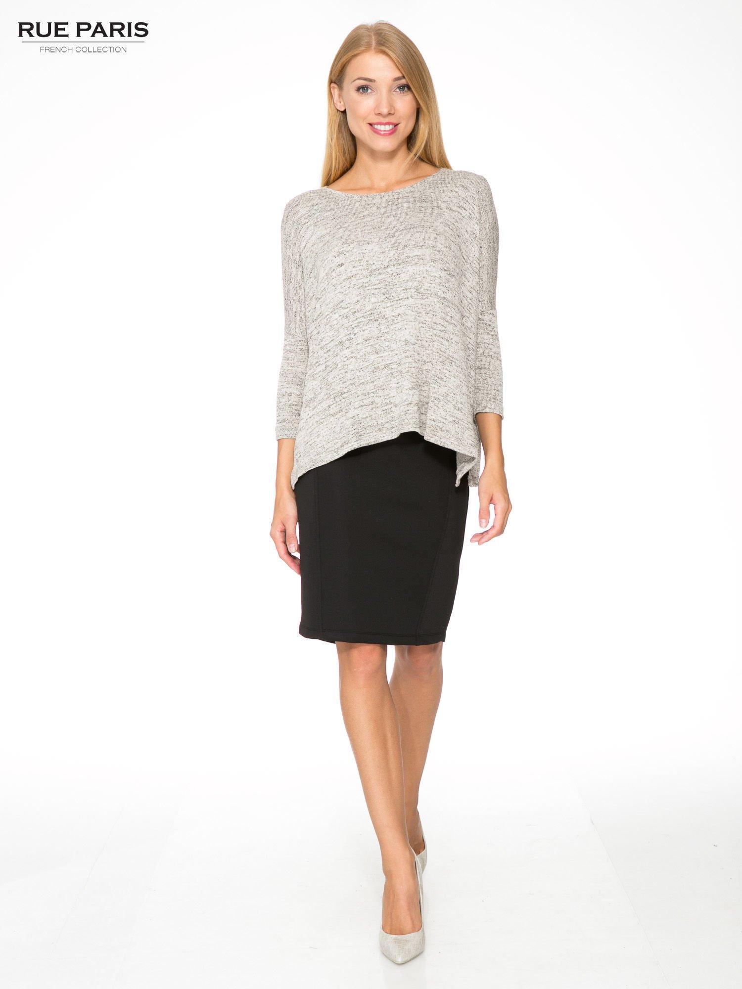 Beżowy melanżowy sweter oversize o obniżonej linii ramion                                  zdj.                                  2