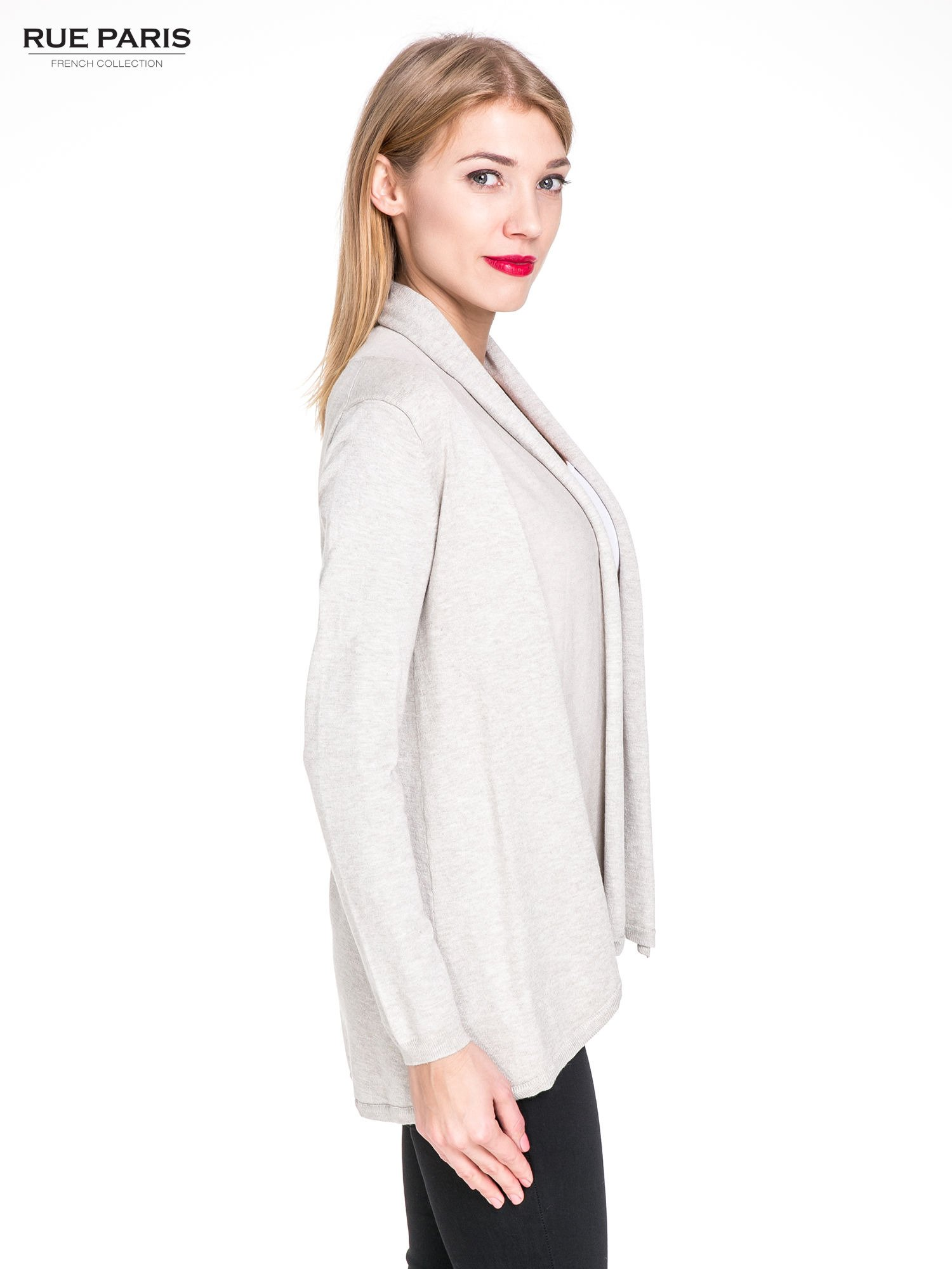 Beżowy otwarty sweter narzutka z dłuższym tyłem                                  zdj.                                  3