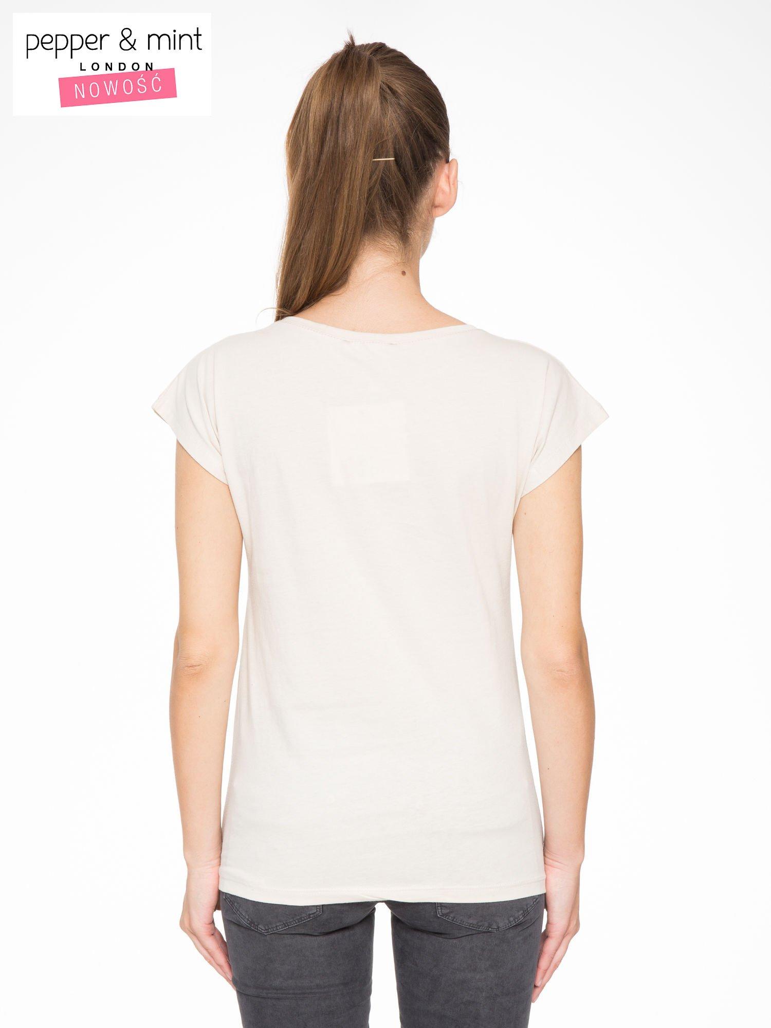 Beżowy t-shirt z motywem zwierzęcym                                  zdj.                                  4