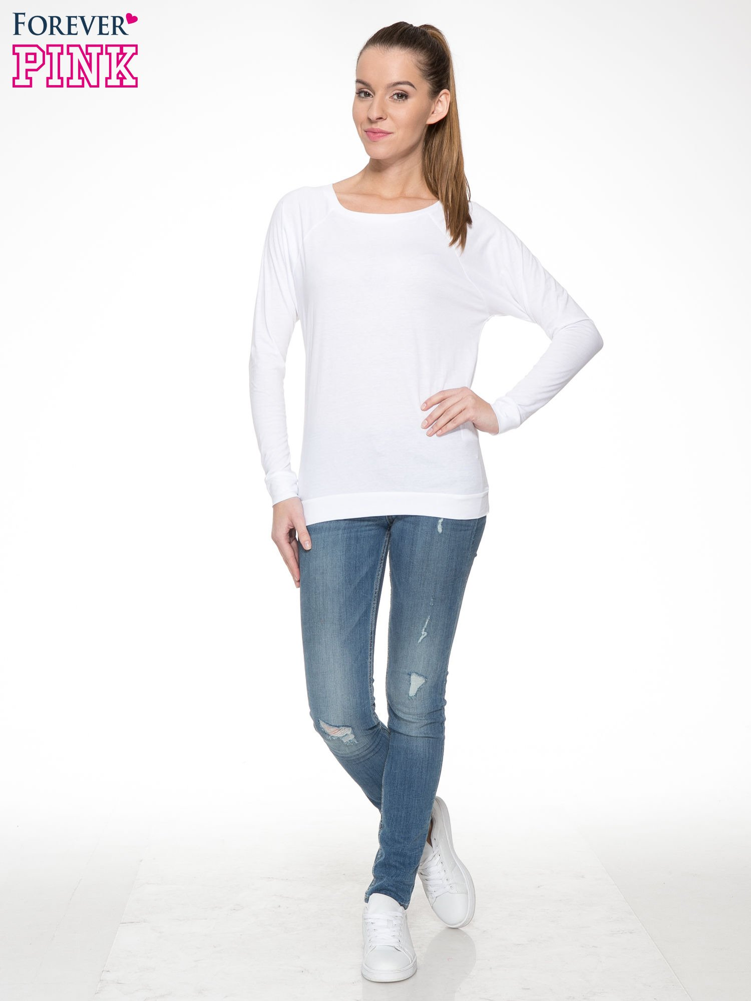 Biała bawełniana bluzka z rękawami typu reglan                                  zdj.                                  2