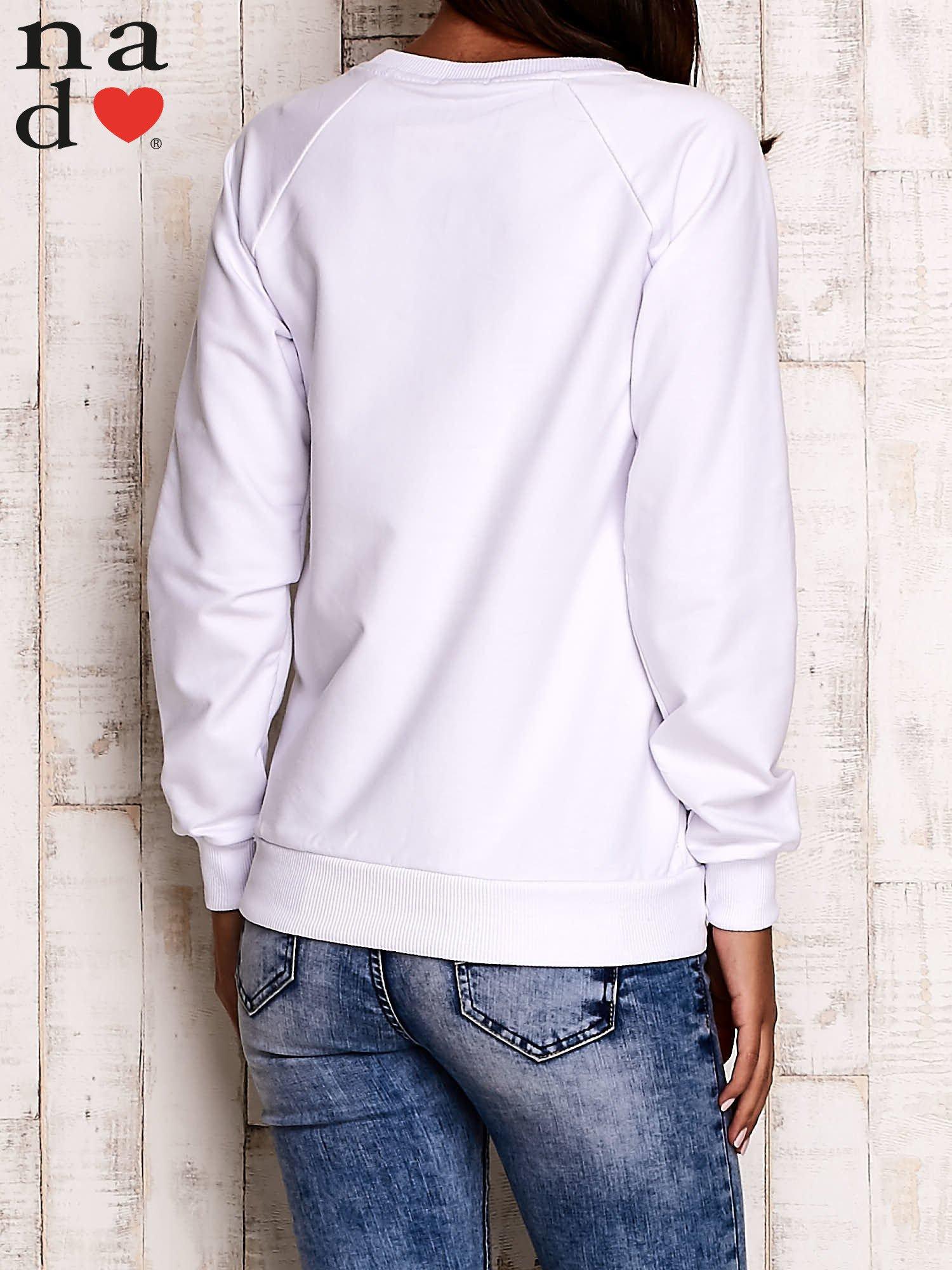 Biała bluza z kwiatowym nadrukiem                                  zdj.                                  4