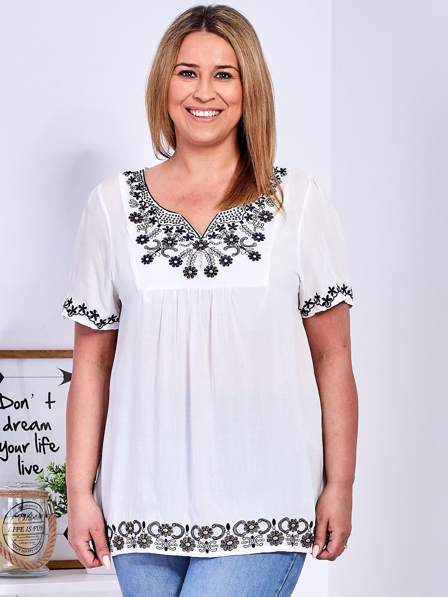 1b55c63758 Biała bluzka z haftowanym wykończeniem PLUS SIZE - Bluzka plus size - sklep  eButik.pl