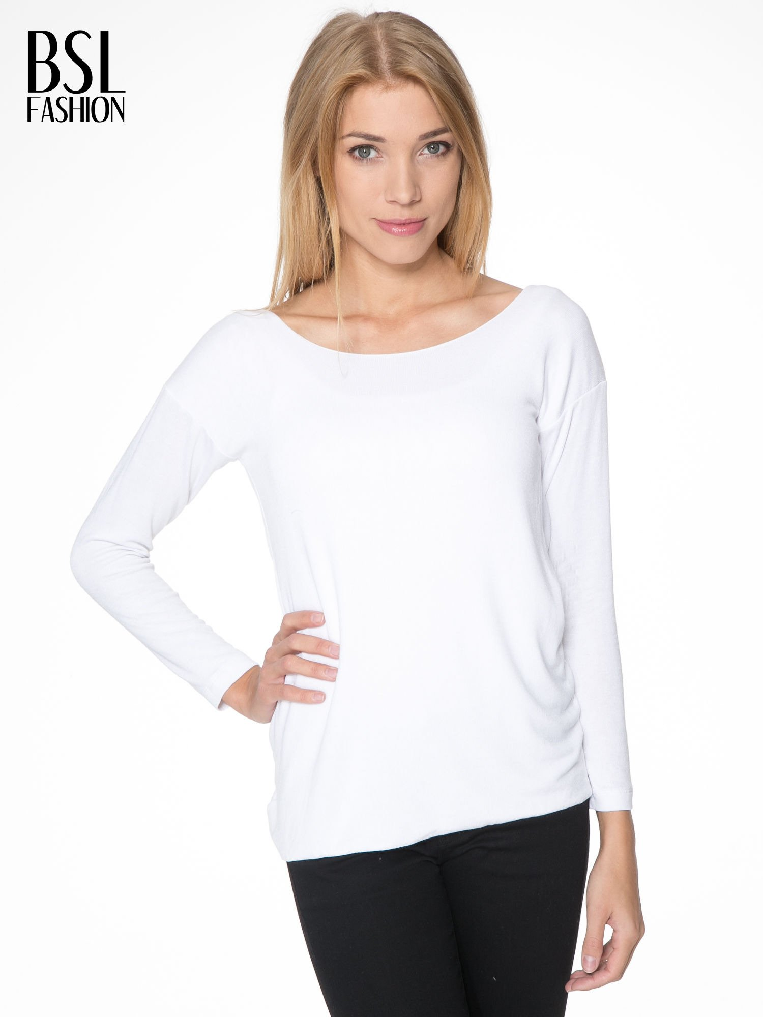 Biała bluzka z kopertowym dekoltem na plecach                                  zdj.                                  1