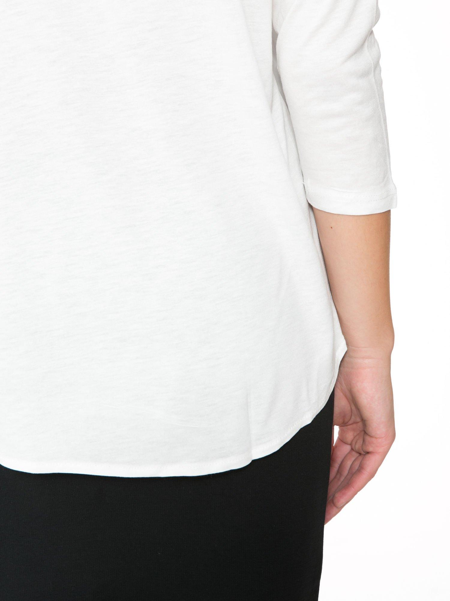 Biała bluzka z kwiatowym ornamentem i rękawami 3/4                                  zdj.                                  9