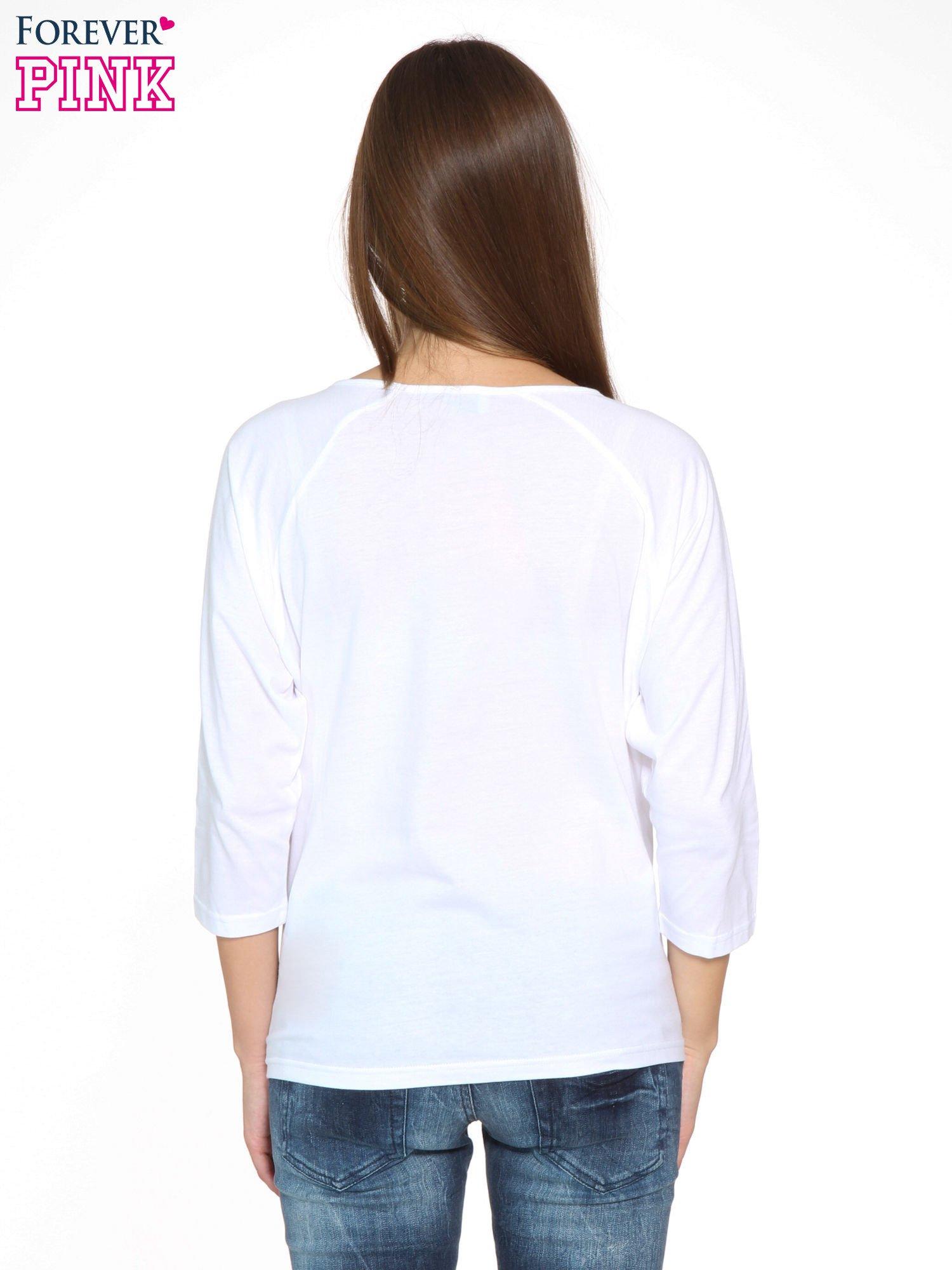Biała bluzka z marszczonym dekoltem i rękawkami 3/4                                  zdj.                                  4
