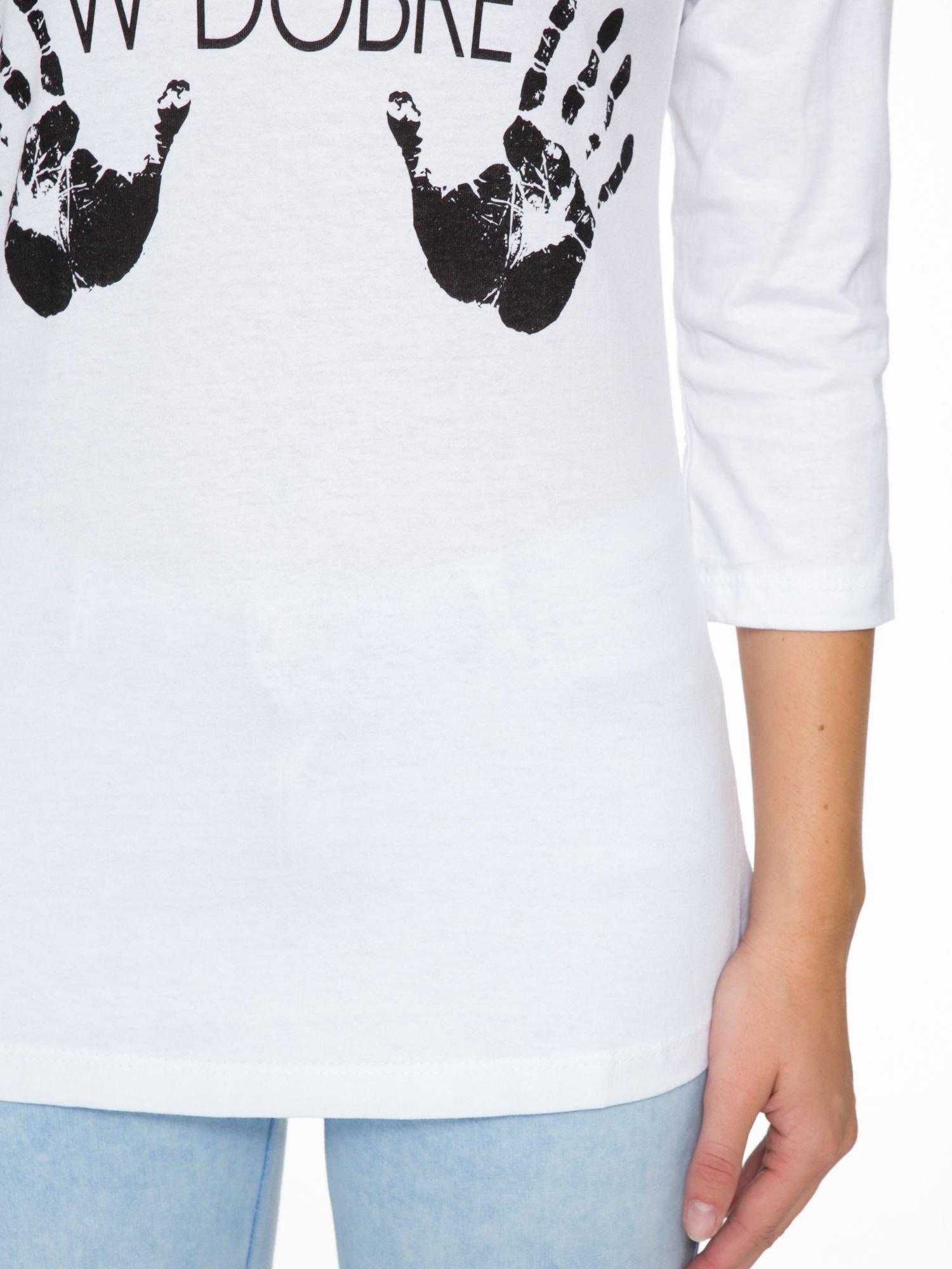 Biała bluzka z nadrukiem ODDAM W DOBRE RĘCE                                  zdj.                                  7