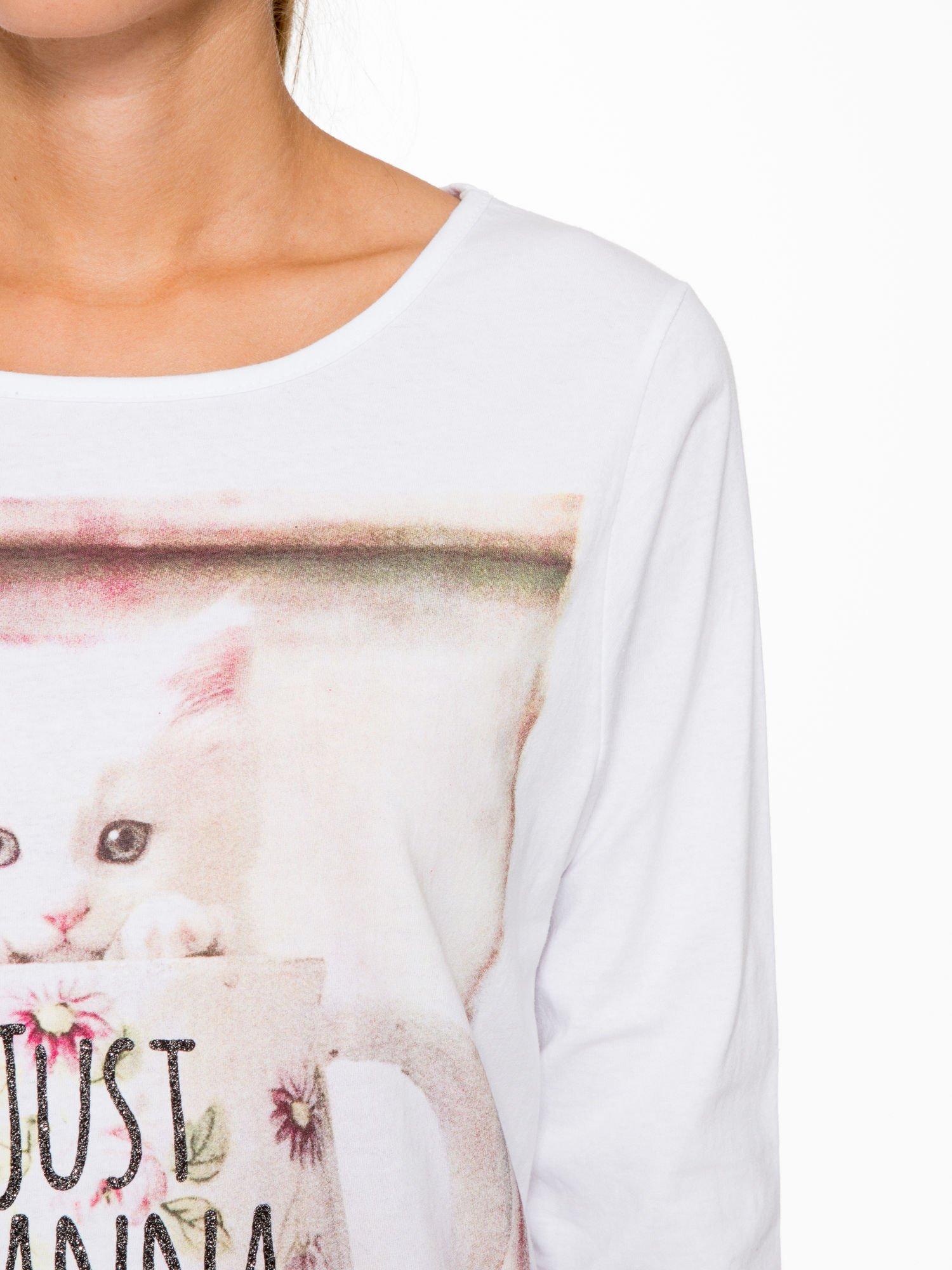 Biała bluzka z nadrukiem kotka i napisem JUST WANNA HAVE FUN?                                  zdj.                                  6