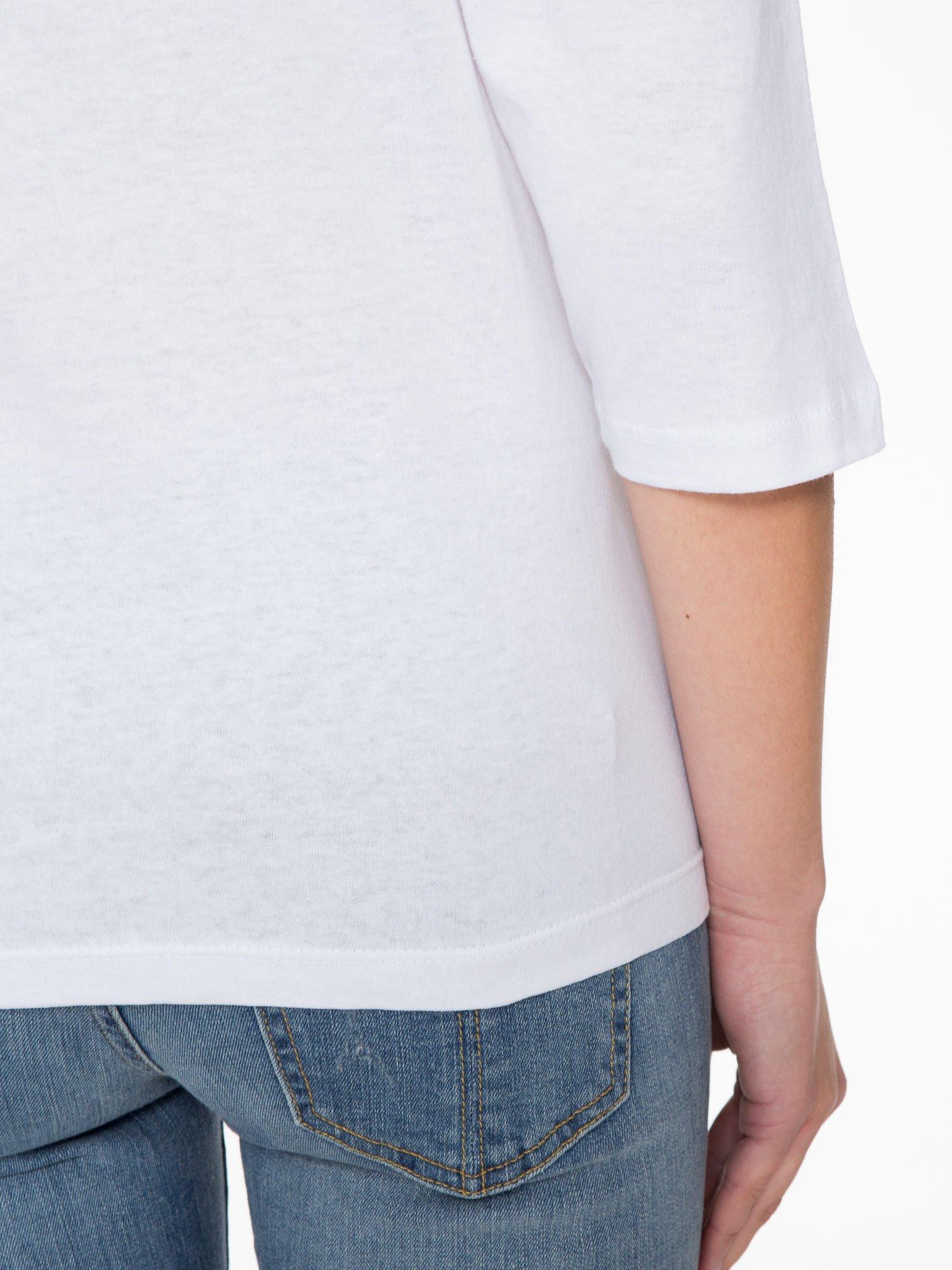 Biała bluzka z nadrukiem róży i napisem BELIEVE                                  zdj.                                  8