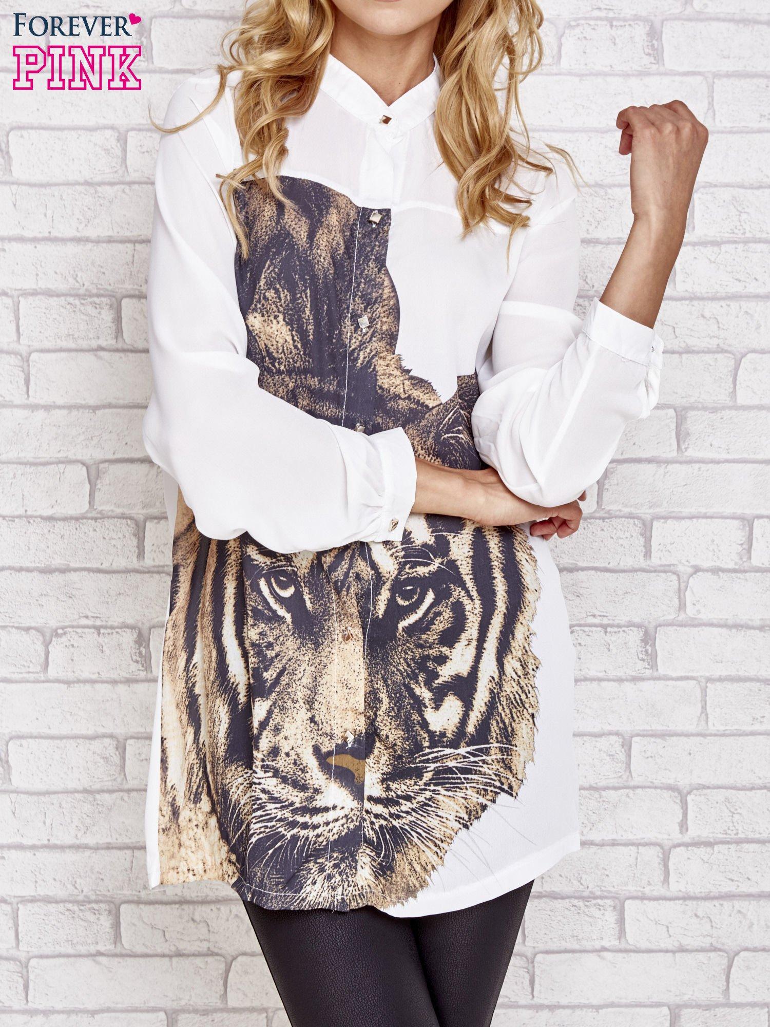 Biała długa koszula z nadrukiem tygrysa                                  zdj.                                  1