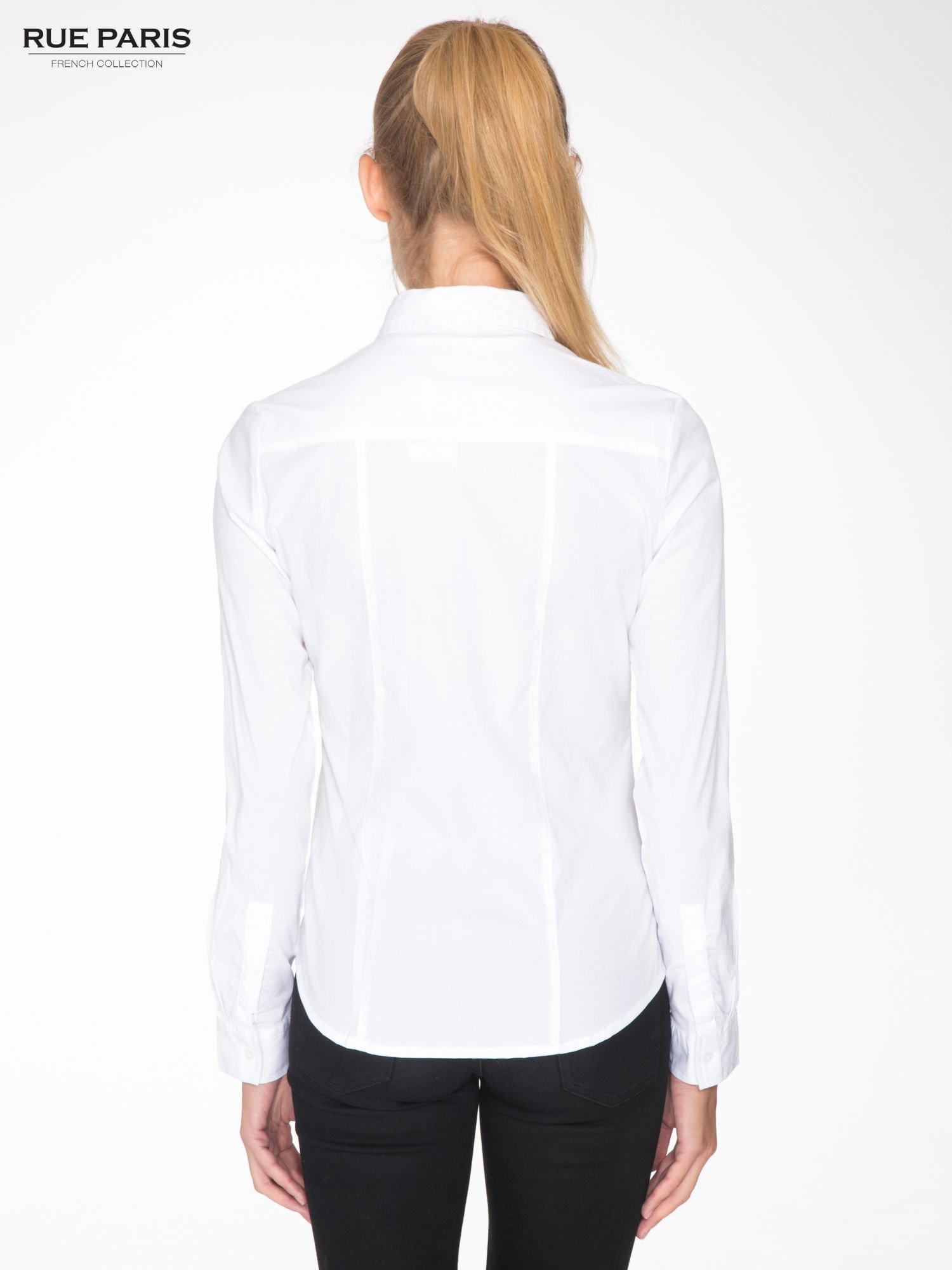Biała elegancka koszula damska z marszczonym przodem                                  zdj.                                  4