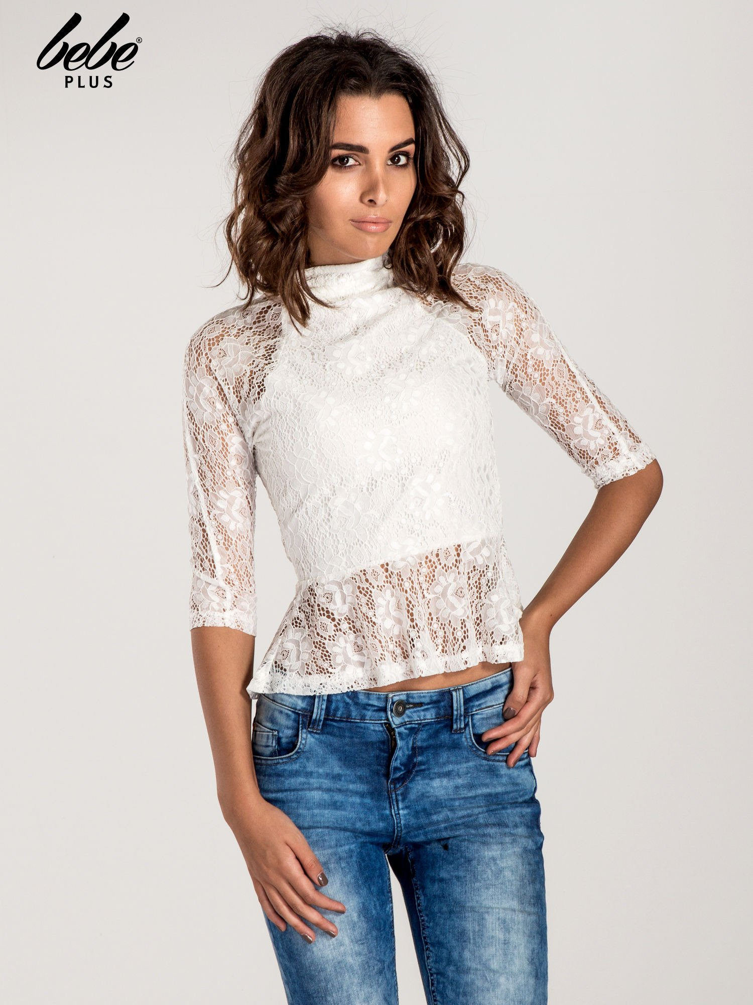 Biała koronkowa bluzka z baskinką                                  zdj.                                  1