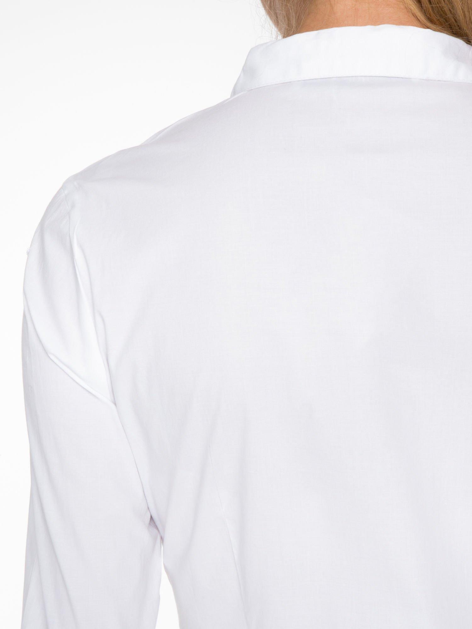 Biała koszula damska z ozdobną listwą                                  zdj.                                  8
