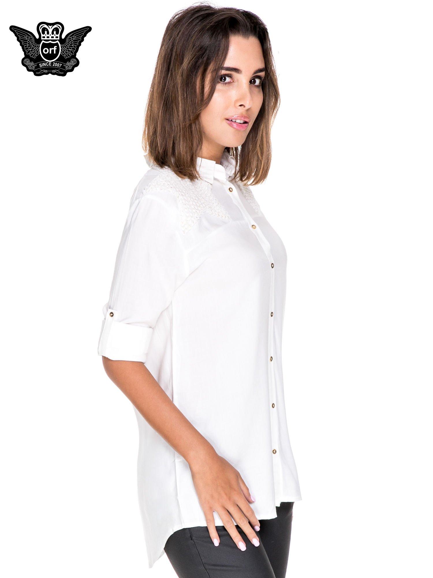 Biała koszula z aplikacją gwiazd na ramionach                                  zdj.                                  5