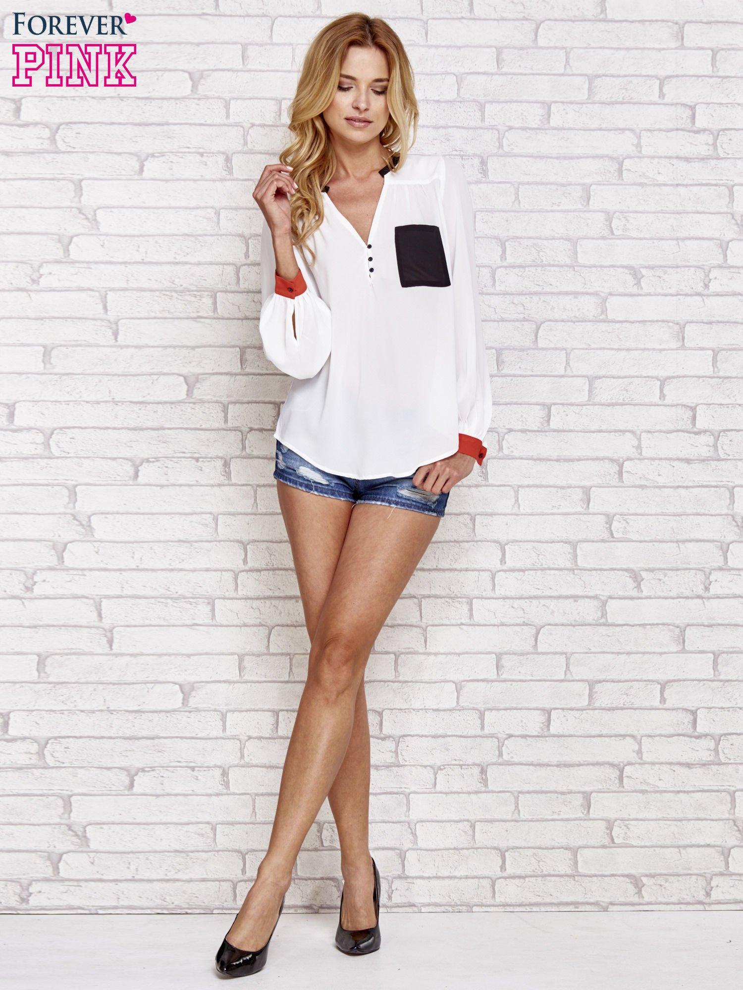 Biała koszula z kontrastową kieszenią i mankietami                                  zdj.                                  2