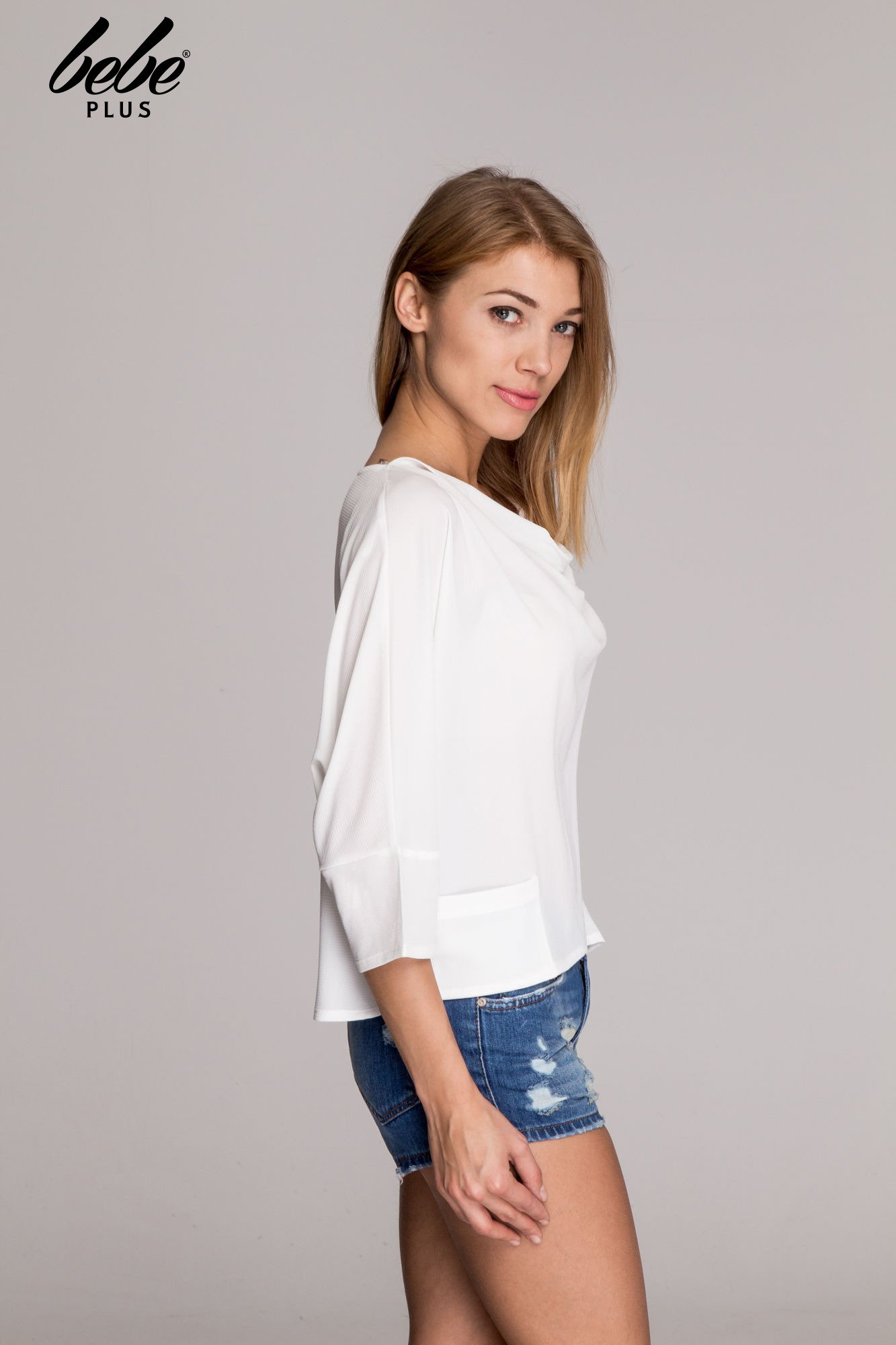 Biała luźna koszula z dekoltem typu woda                                  zdj.                                  3