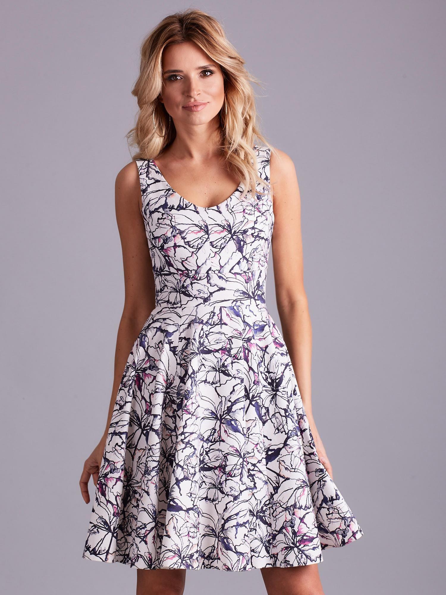 05e97f9c9e Biała rozkloszowana sukienka we wzory - Sukienka rozkloszowana ...