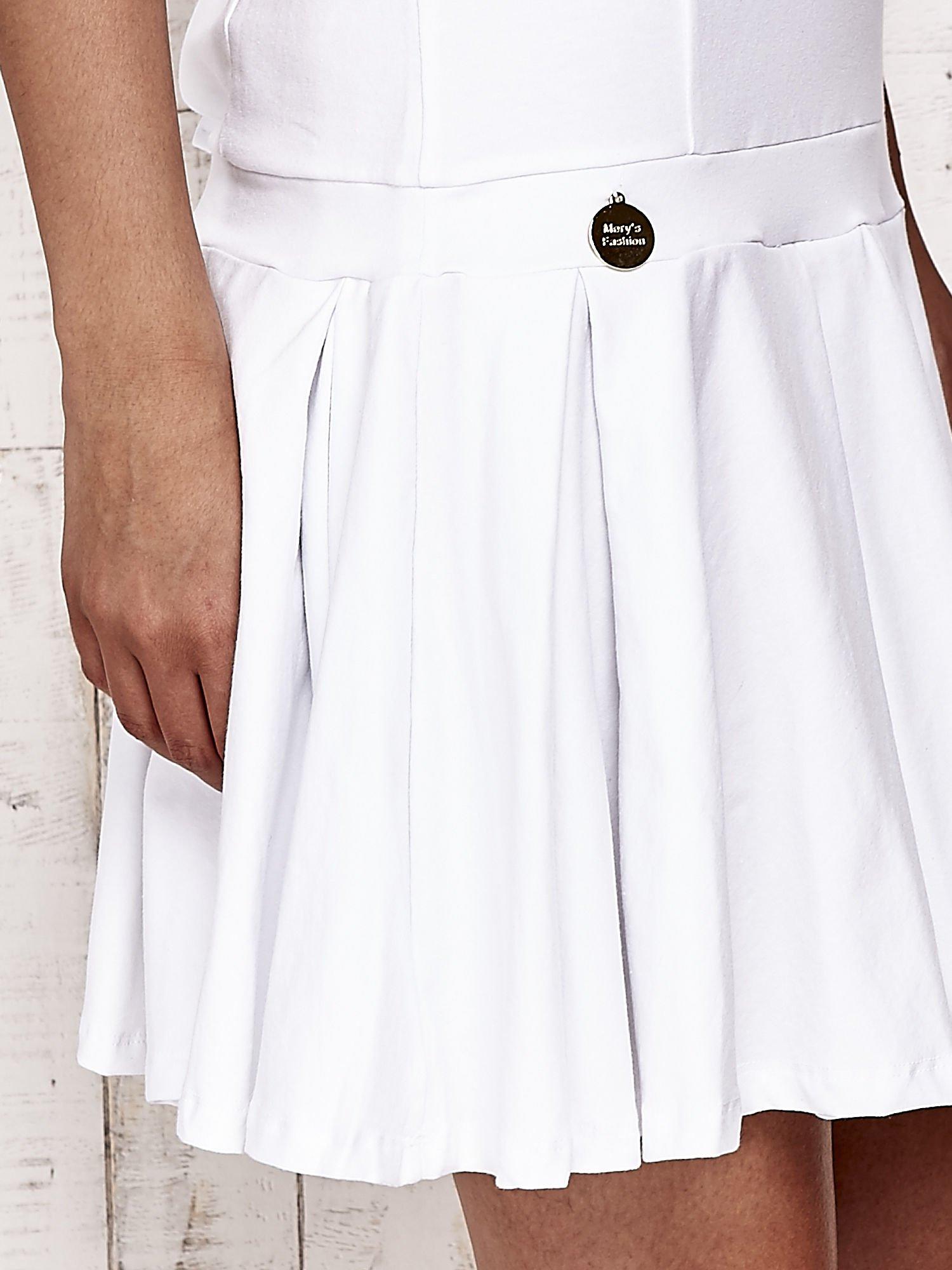 Biała sukienka dresowa z kokardami z tyłu                                  zdj.                                  5