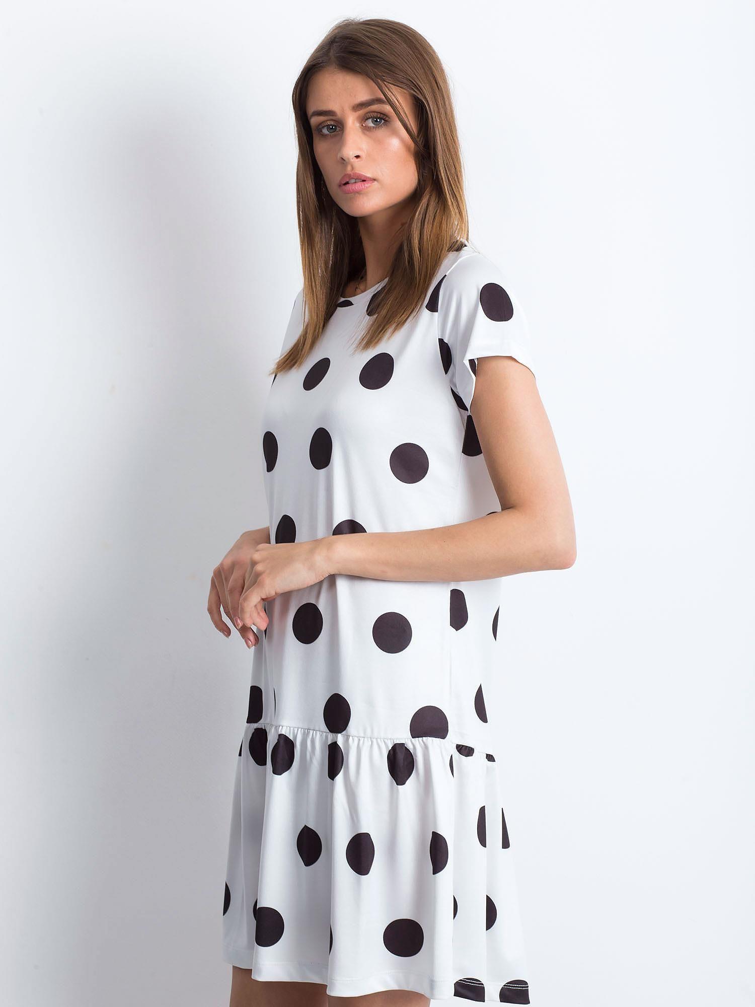 83cb594737 Biała sukienka w grochy z szeroką falbaną - Sukienka z falbaną ...