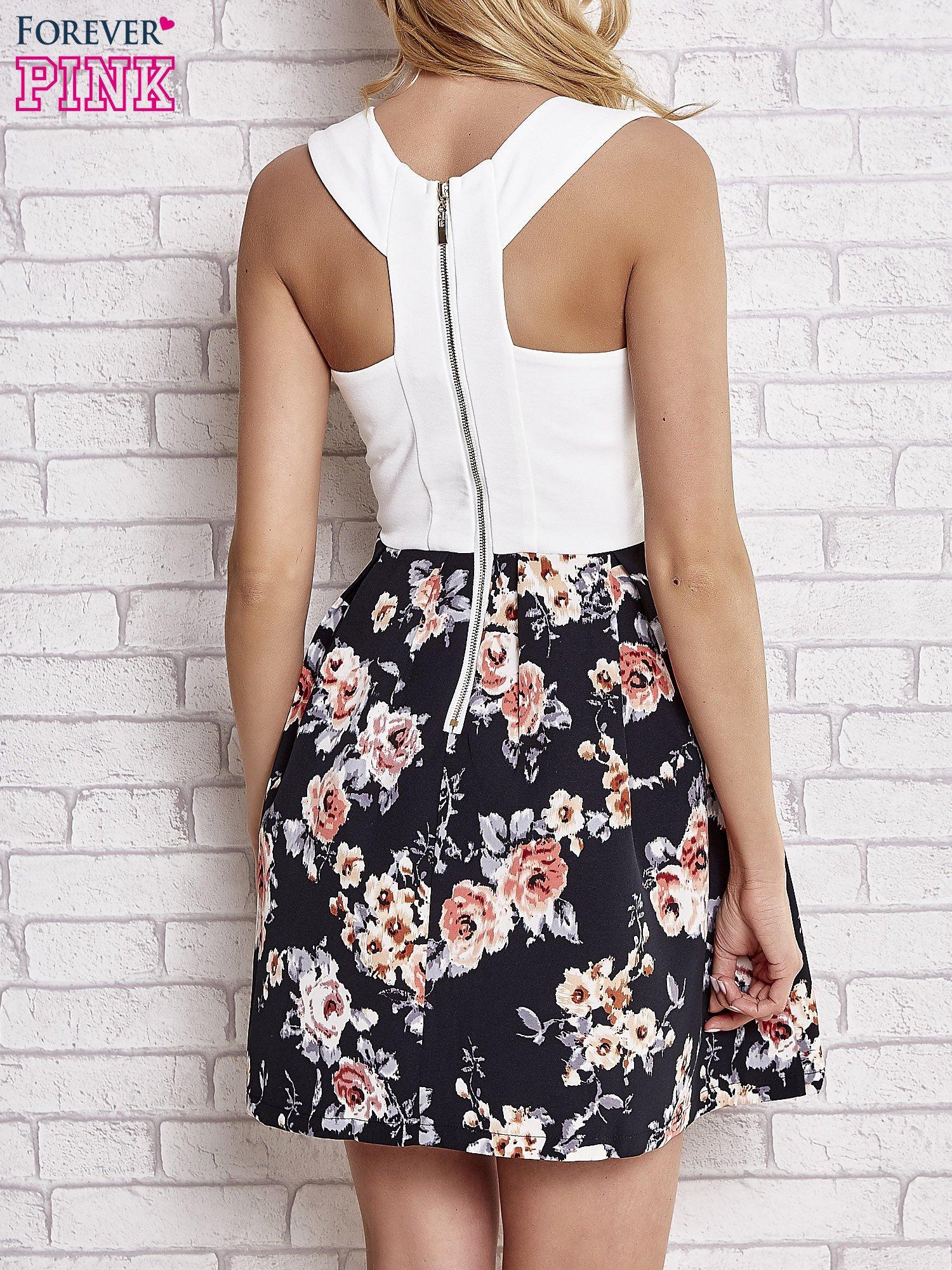 Biała sukienka z kwiatowym dołem i z suwakiem z tyłu                                  zdj.                                  4