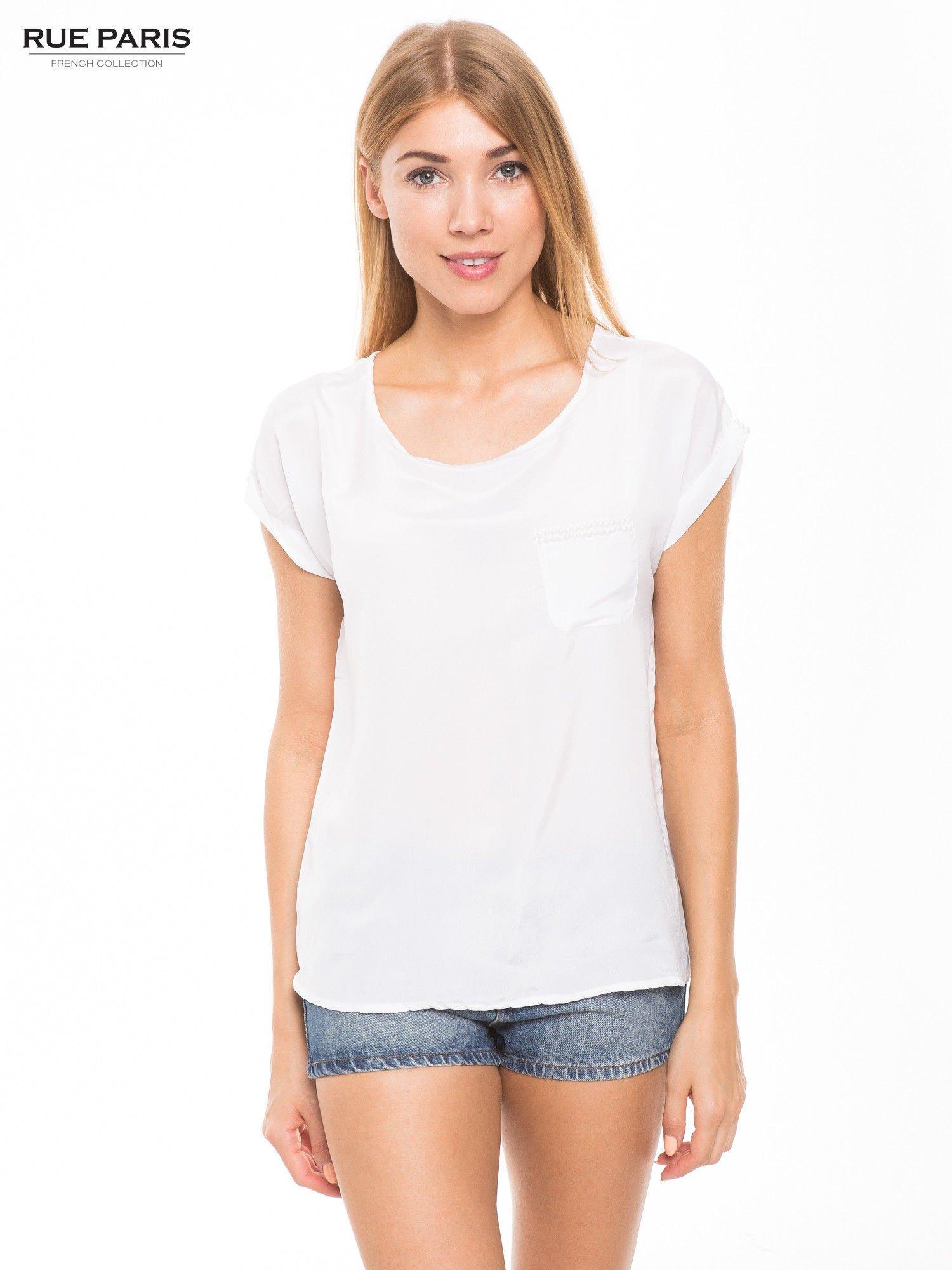 Biała zwiewna koszula z kieszonką obszytą perłami                                  zdj.                                  1