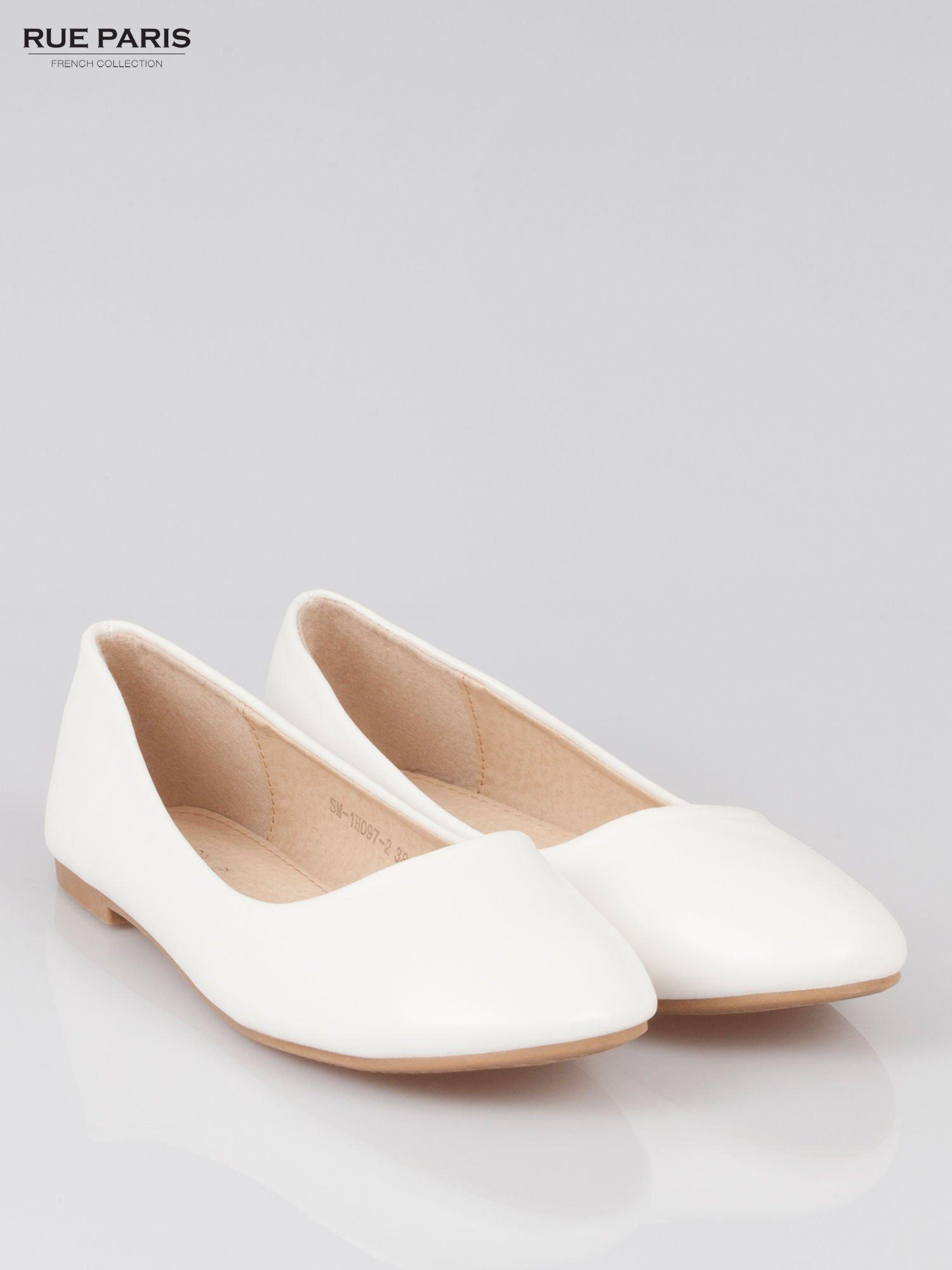 Białe baleriny z okrągłym noskiem                                  zdj.                                  2