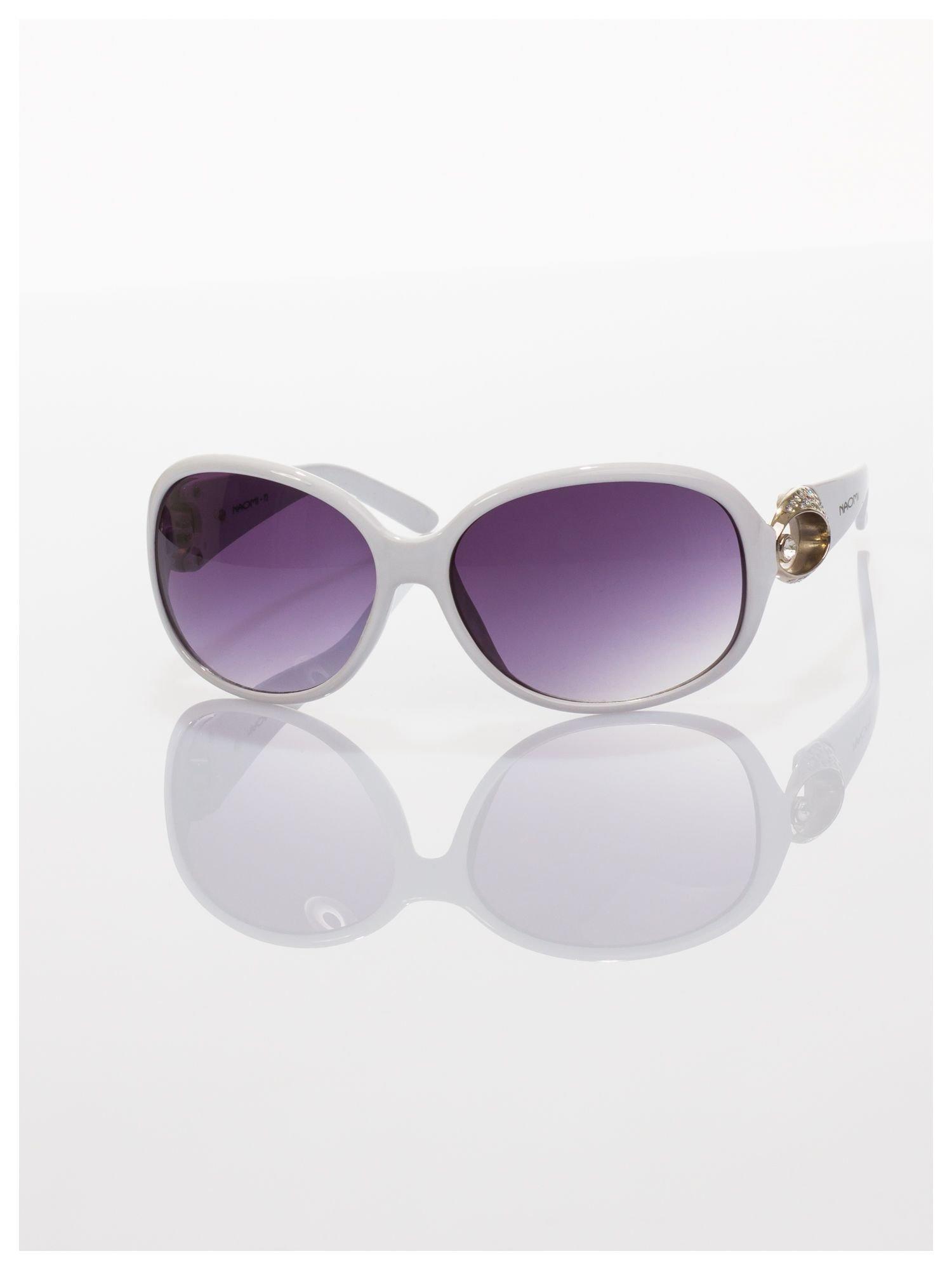 Białe eleganckie okulary o owalnym kształcie typu MUCHY i srebrnym zdobieniu na zauszniku                                   zdj.                                  3