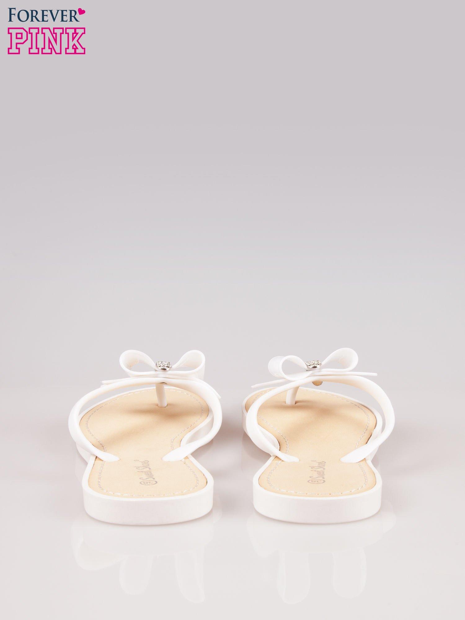 Białe gumowe japonki z kokardą na grubszej podeszwie                                  zdj.                                  3