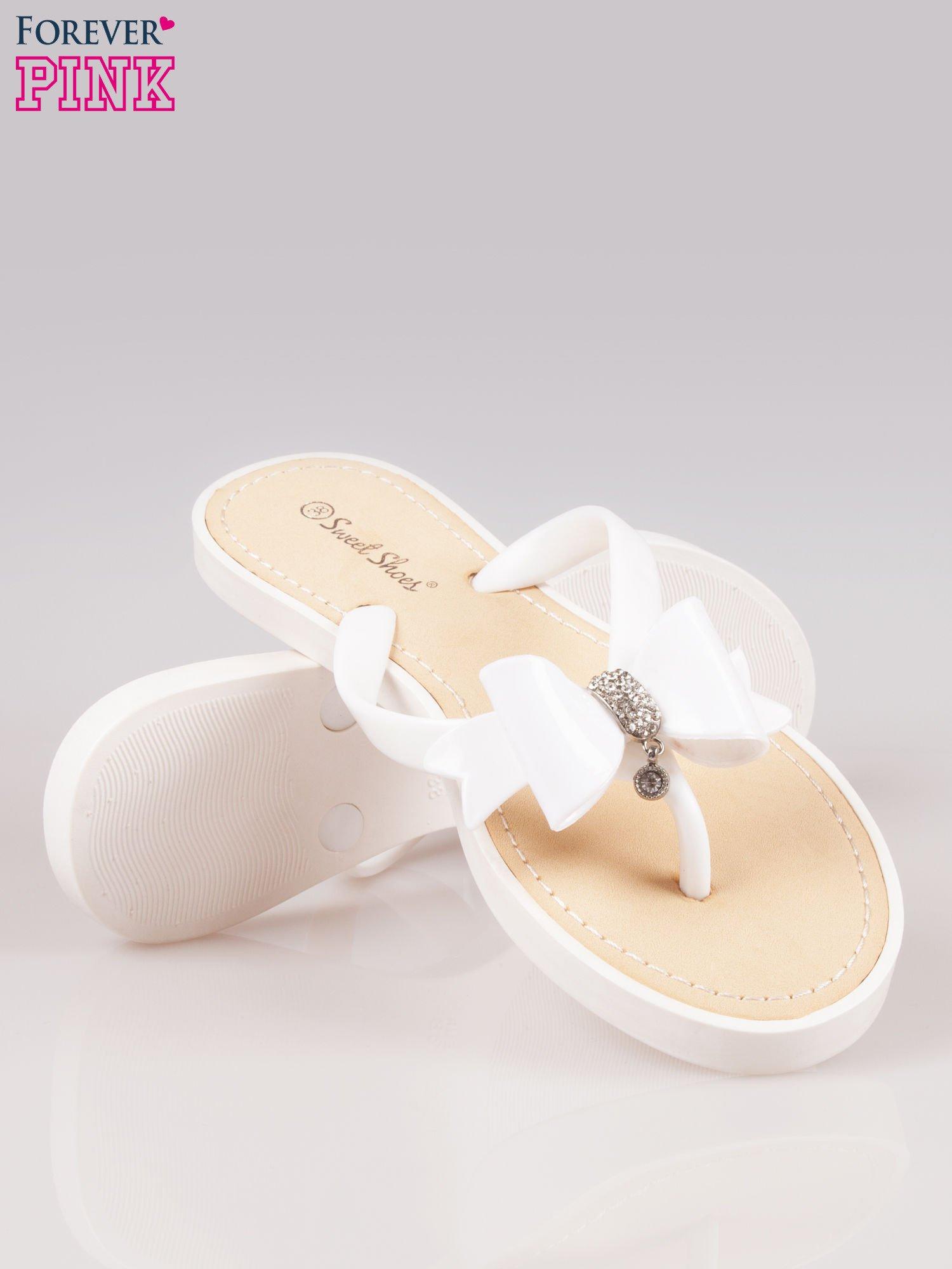 Białe gumowe japonki z kokardą na grubszej podeszwie                                  zdj.                                  4