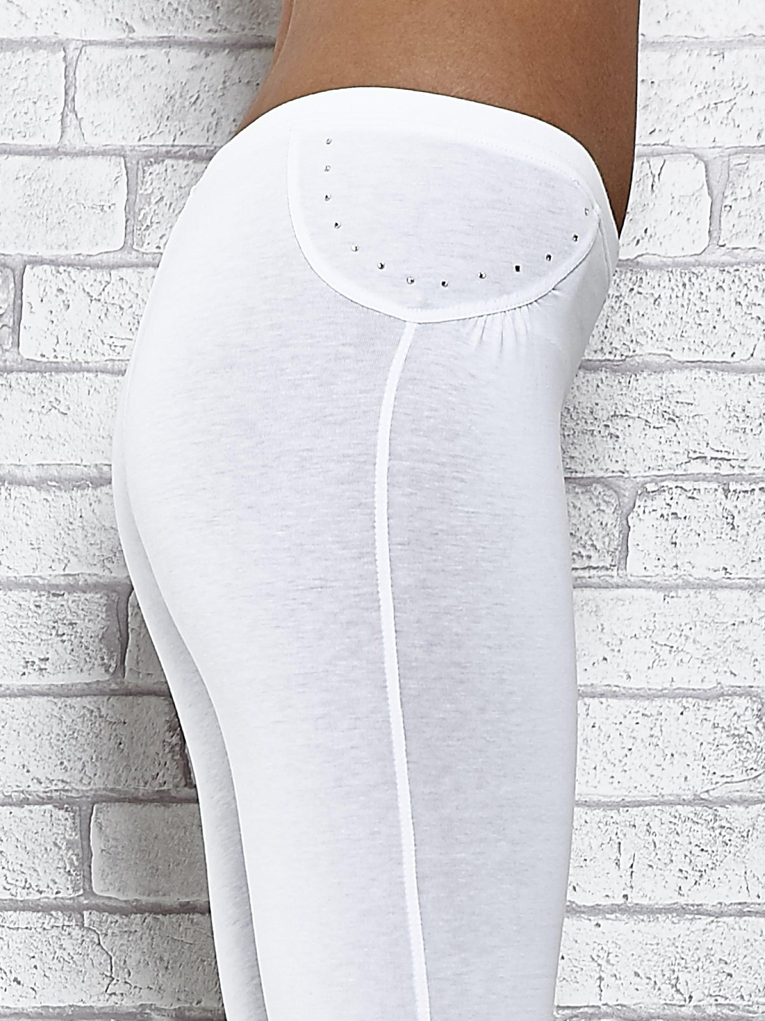 Białe legginsy sportowe 7/8 z wiązaniem                                  zdj.                                  5