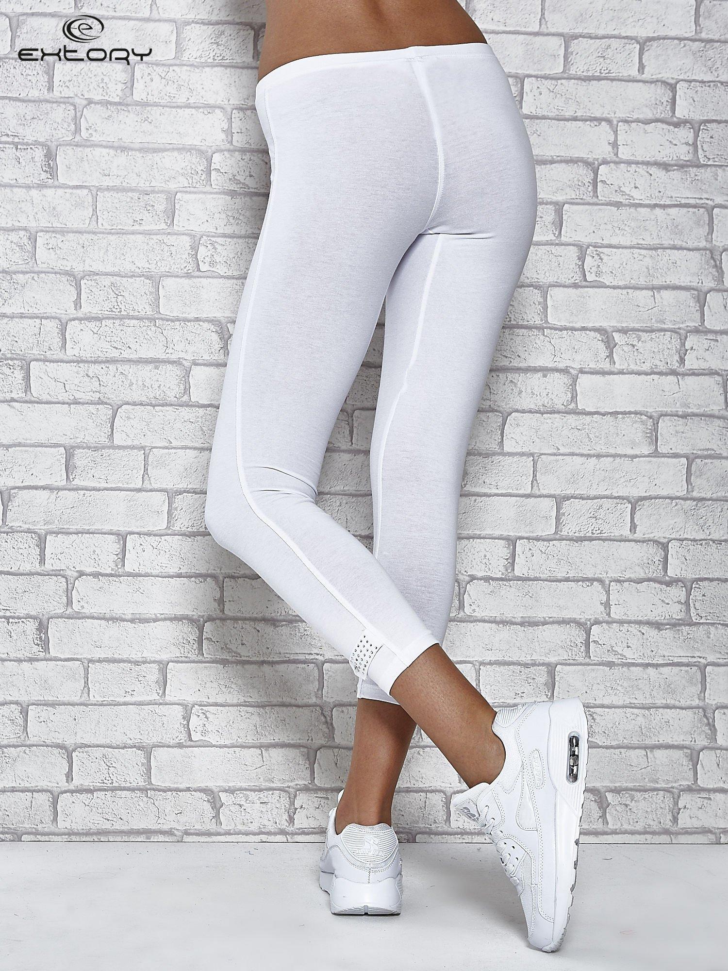 Białe legginsy sportowe z patką z dżetów na dole                                  zdj.                                  7