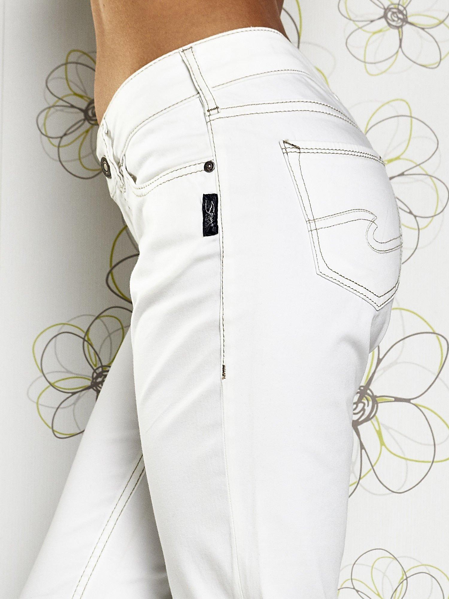Białe materiałowe proste spodnie                                  zdj.                                  5