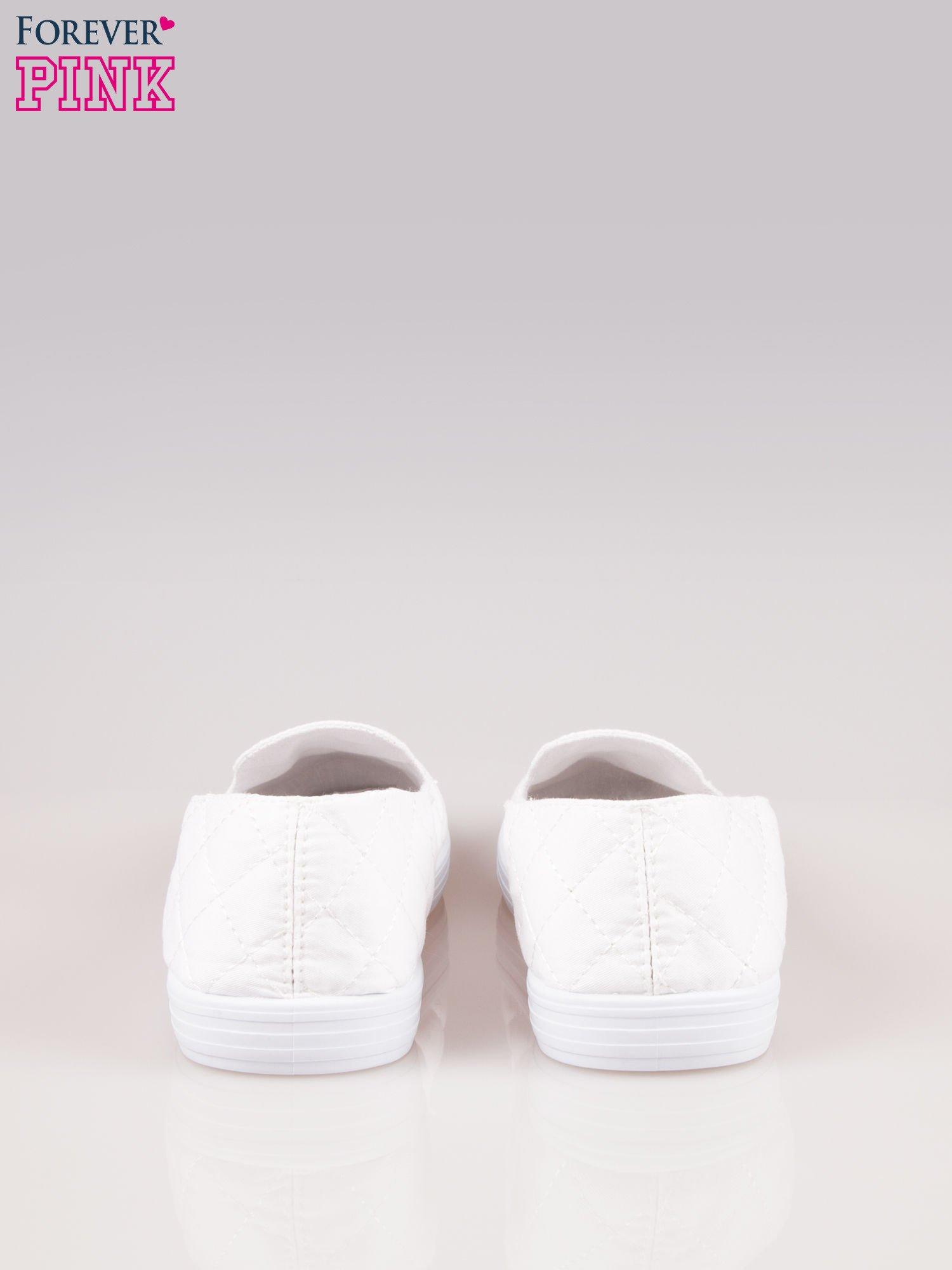 Białe miękkie pikowane lordsy damskie                                  zdj.                                  3