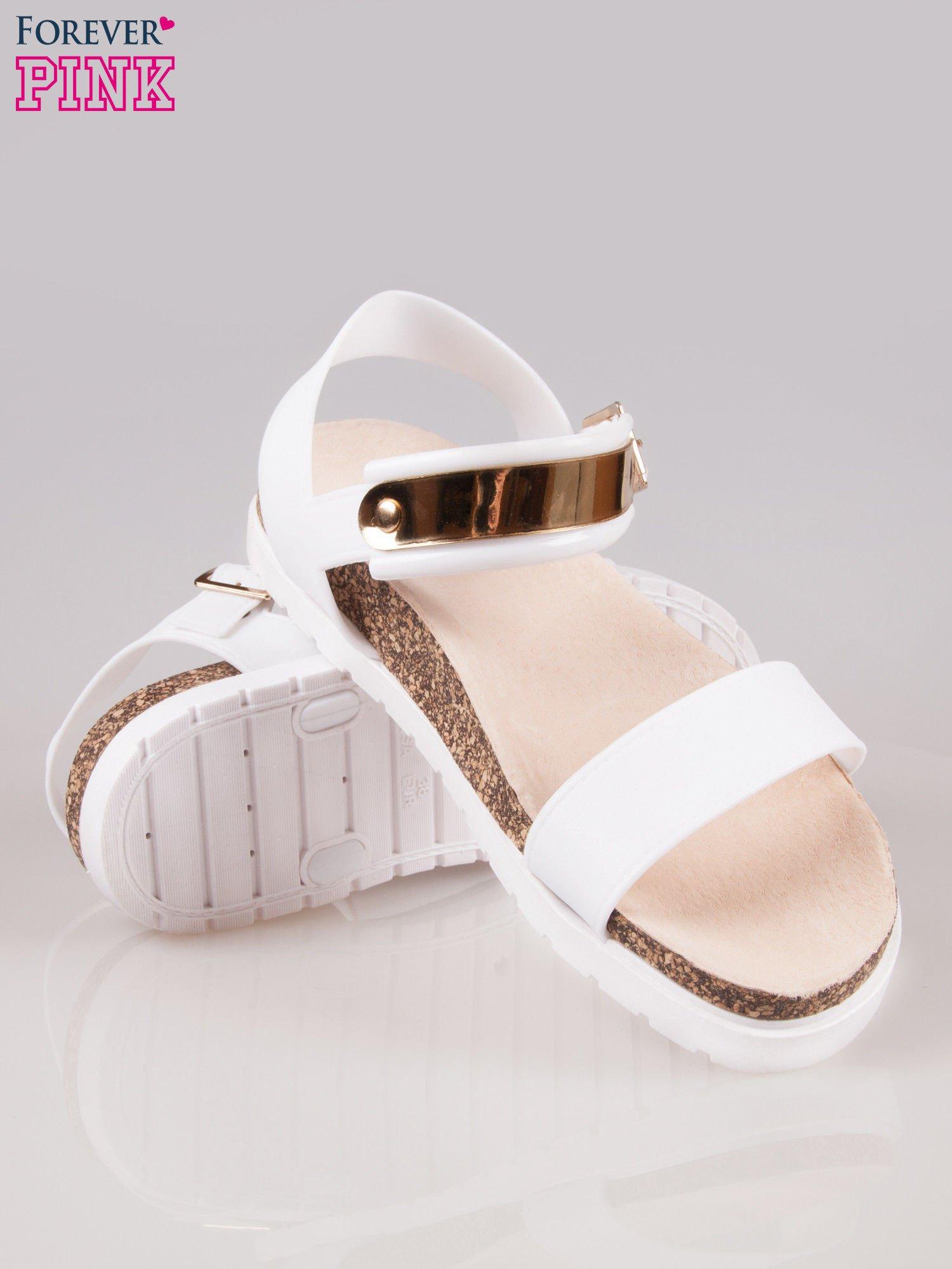 Białe sandały z blaszką na korkowej podeszwie                                  zdj.                                  4