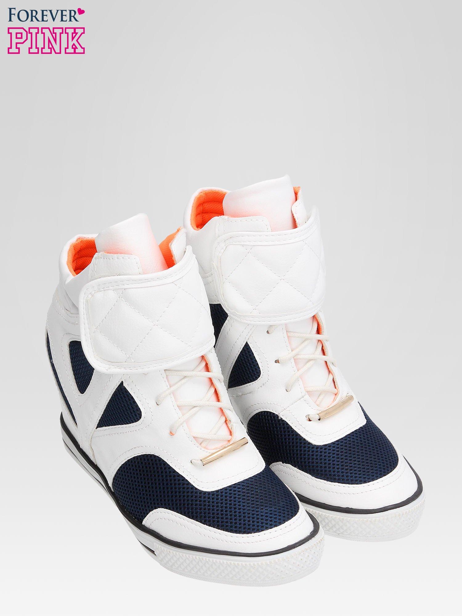 Białe sportowe sneakersy damskie z siateczką                                  zdj.                                  6