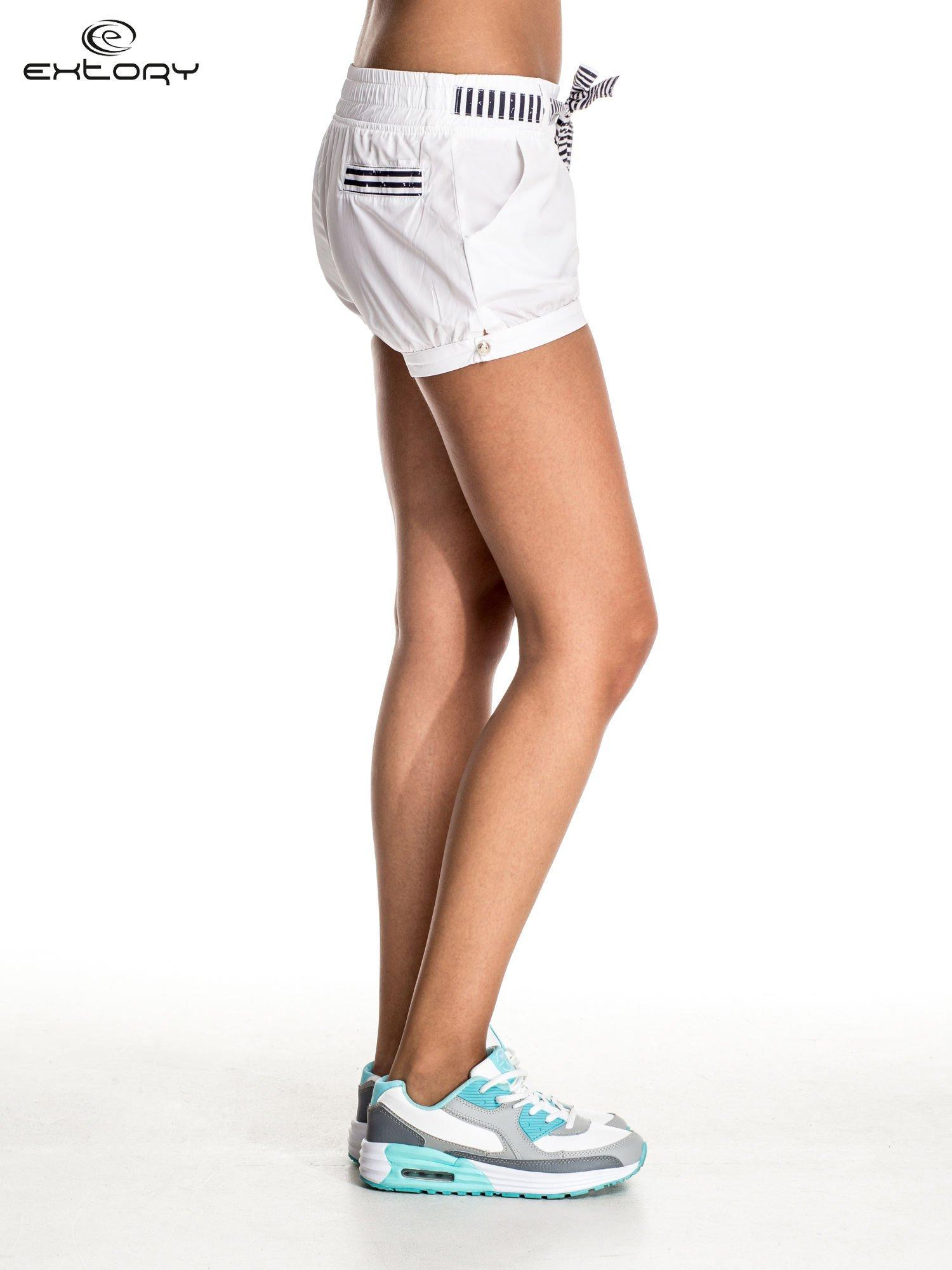 Białe szorty damskie w stylu marynarskim                                  zdj.                                  5