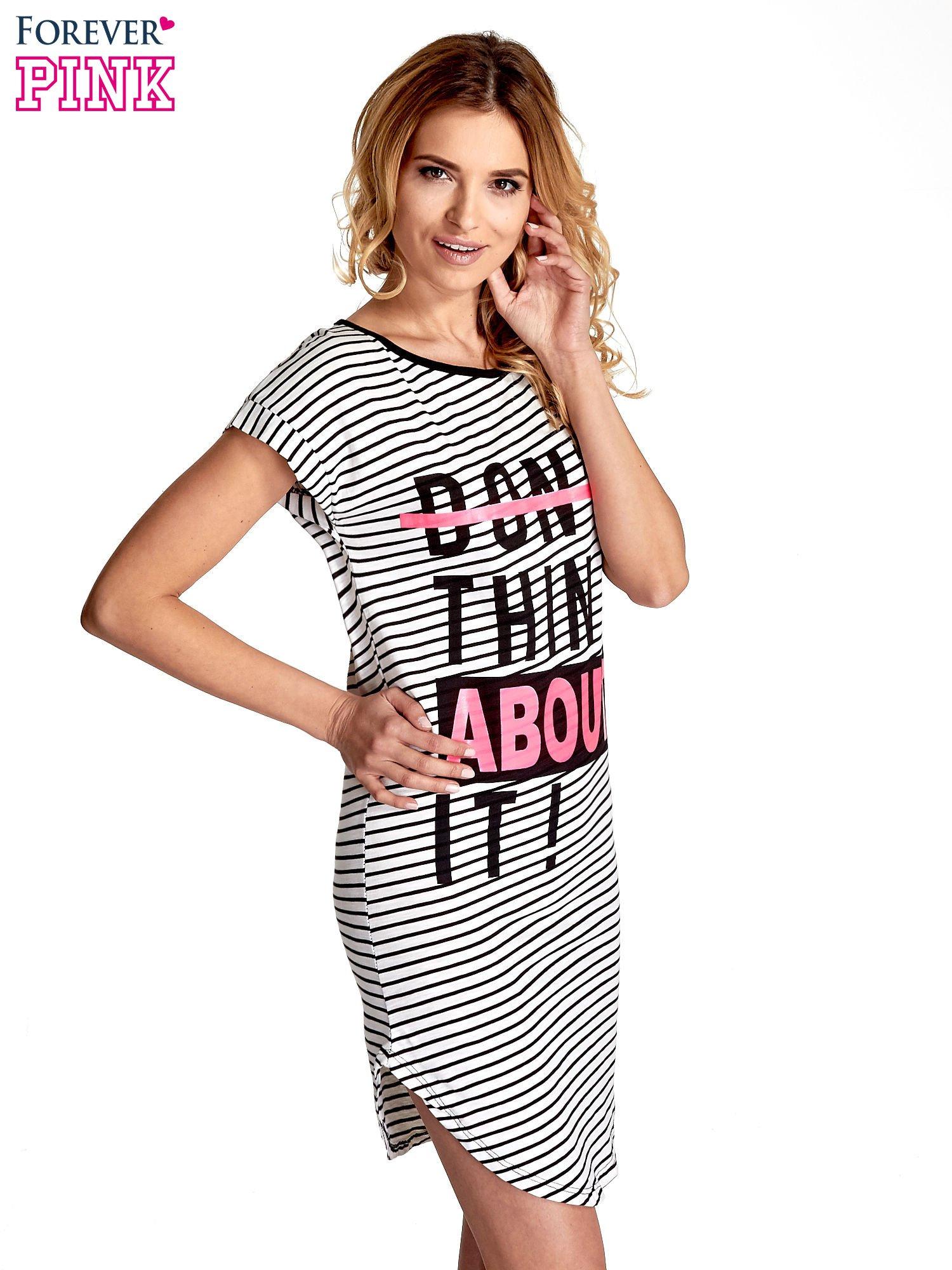 Biało-czarna sukienka w paski z napisem I DON'T THINK ABOUT IT!                                  zdj.                                  3