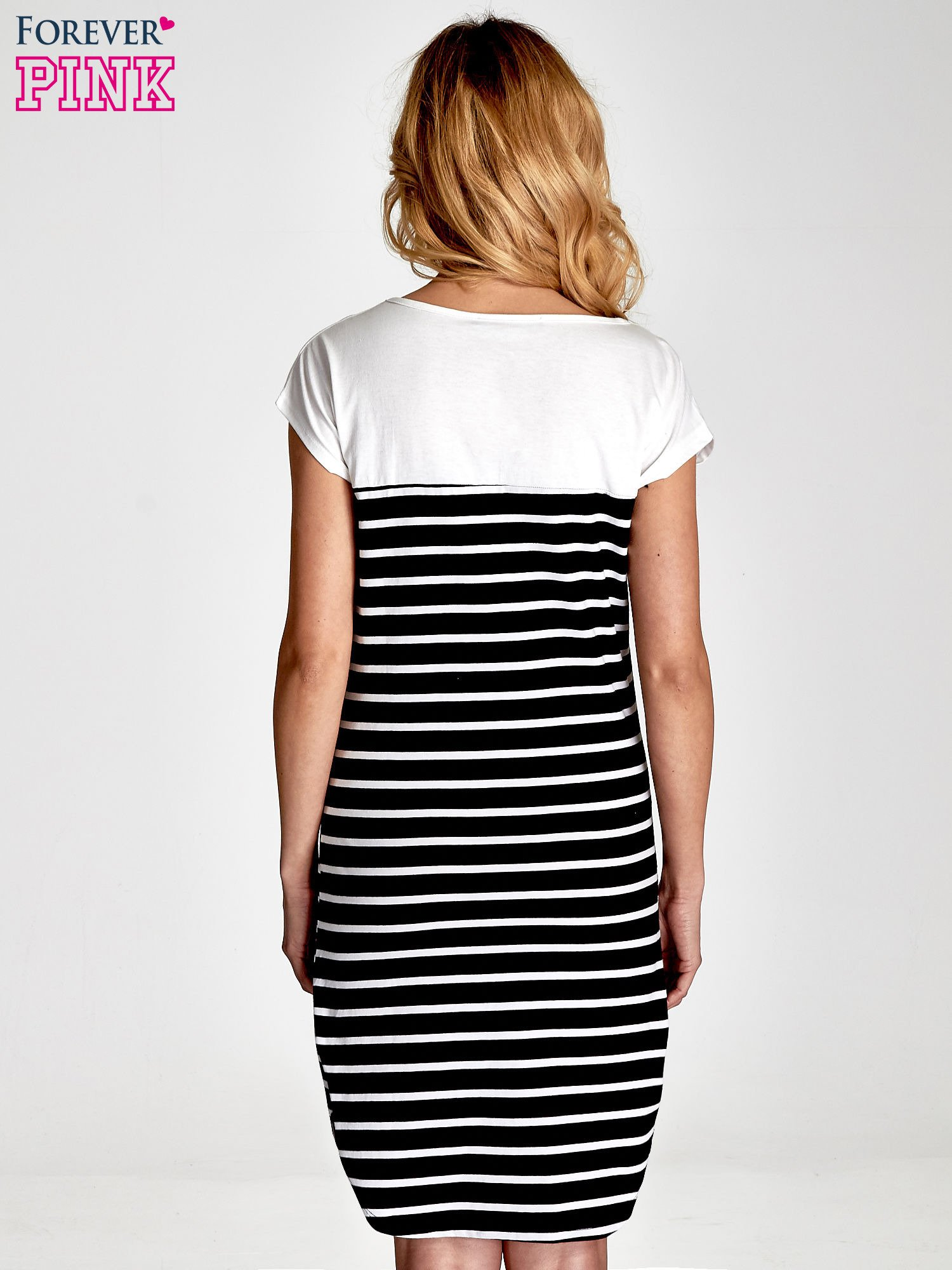 Biało-czarna sukienka w paski z napisem w stylu city                                  zdj.                                  5